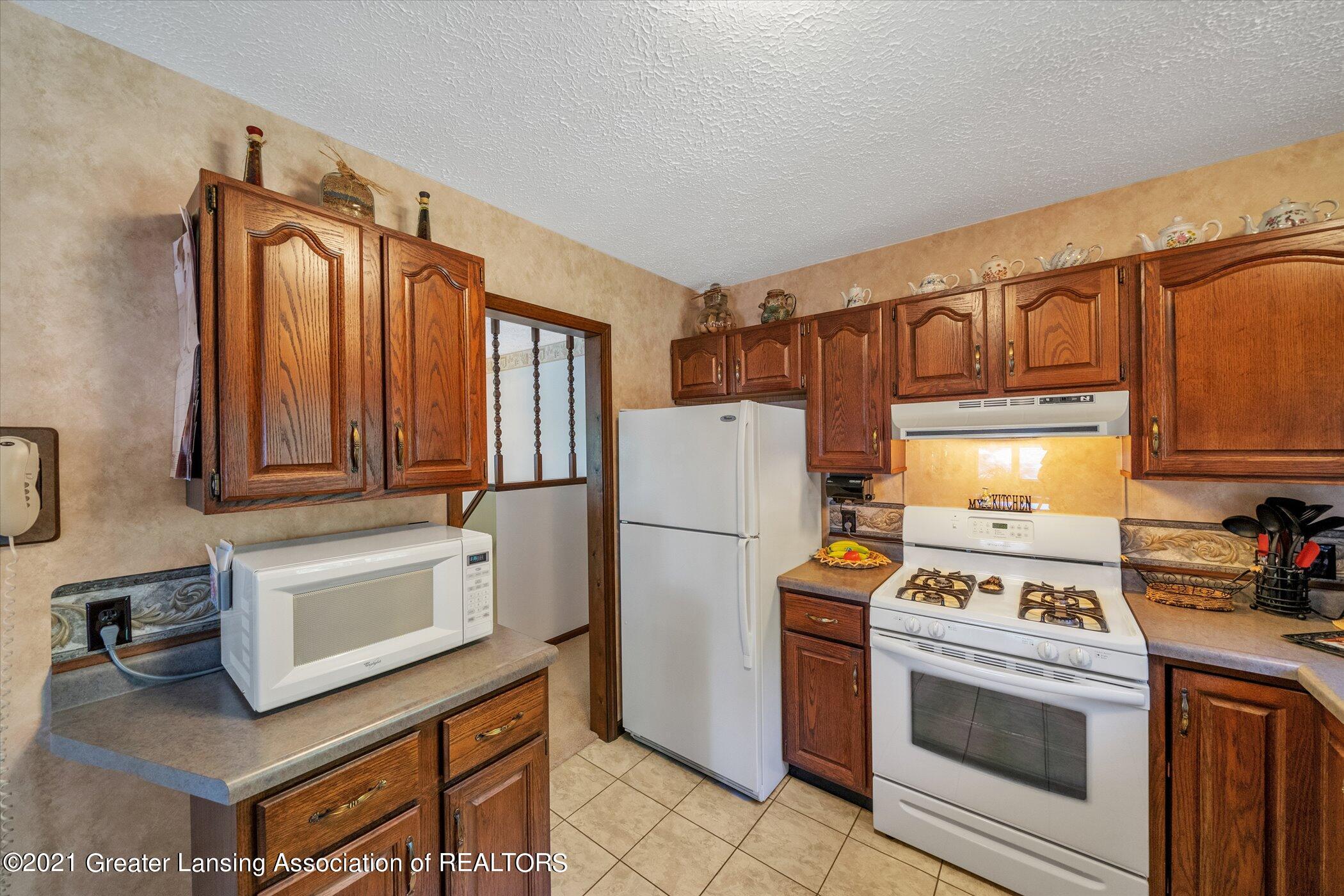 7851 S Cochran Rd - (15) MAIN FLOOR Kitchen - 15