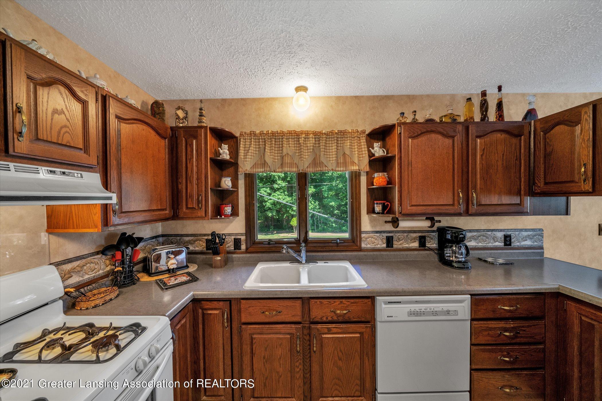 7851 S Cochran Rd - (16) MAIN FLOOR Kitchen - 16