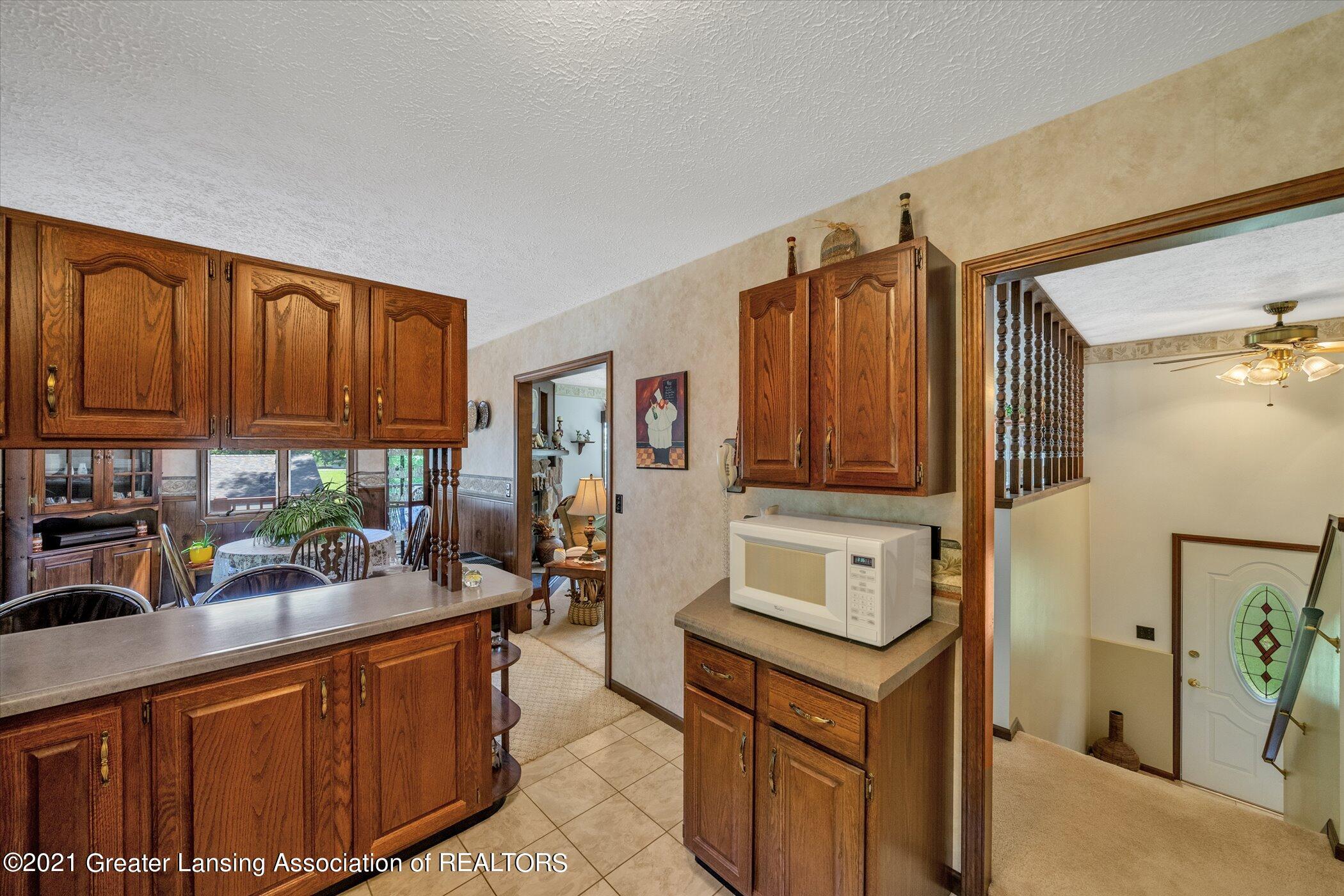 7851 S Cochran Rd - (17) MAIN FLOOR Kitchen - 17