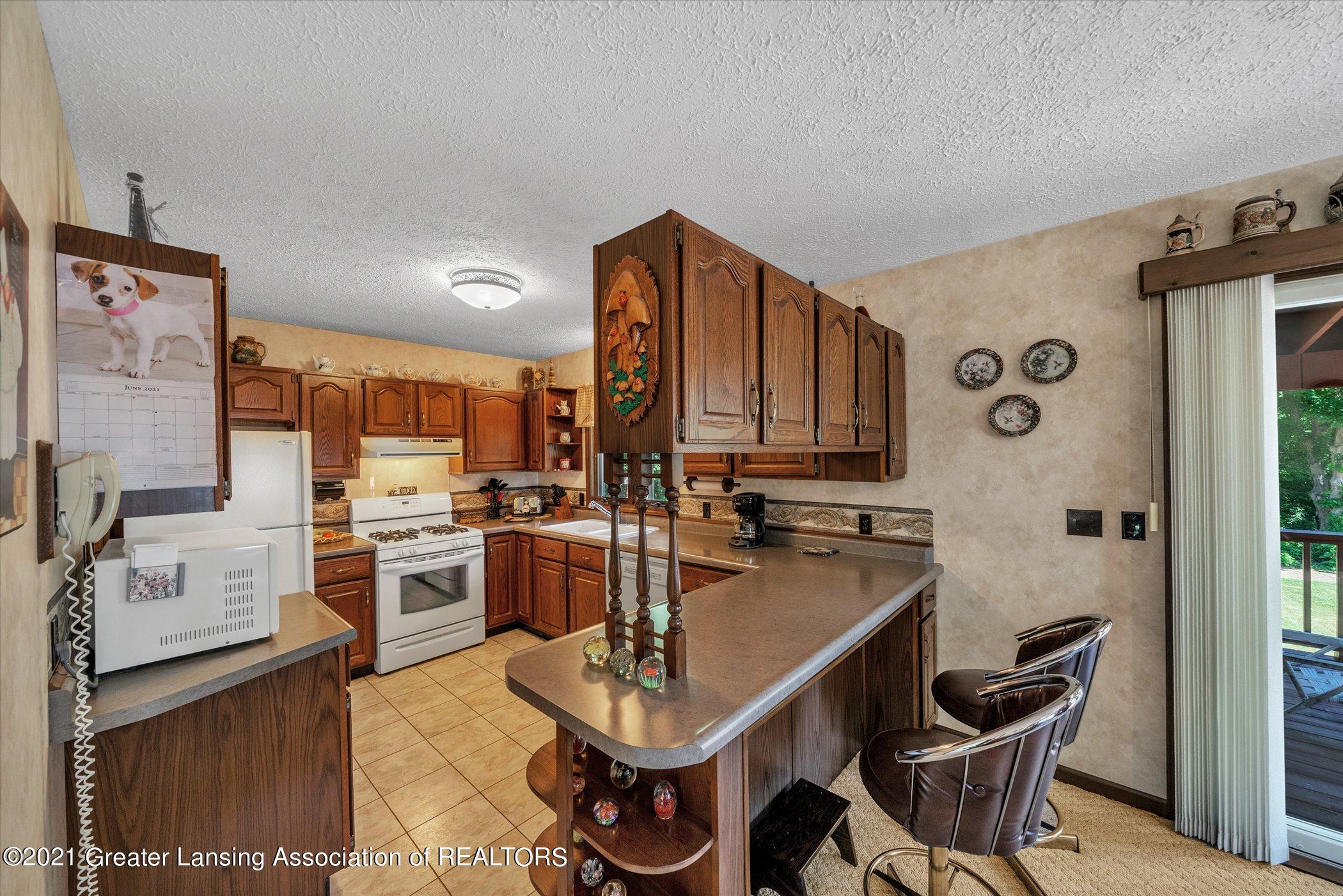 7851 S Cochran Rd - (18) MAIN FLOOR Kitchen - 18