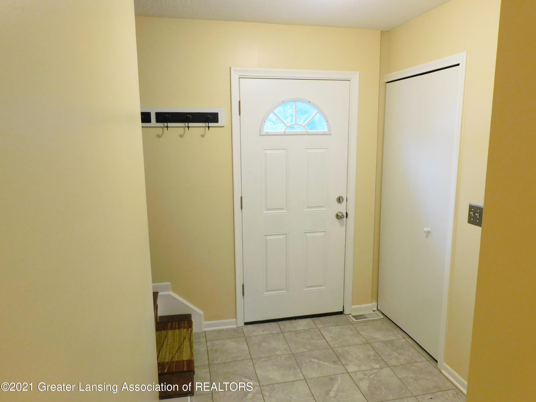 2105 La Mer Ln - foyer - 12