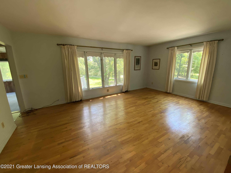15500 Peacock Rd - Living room - 2