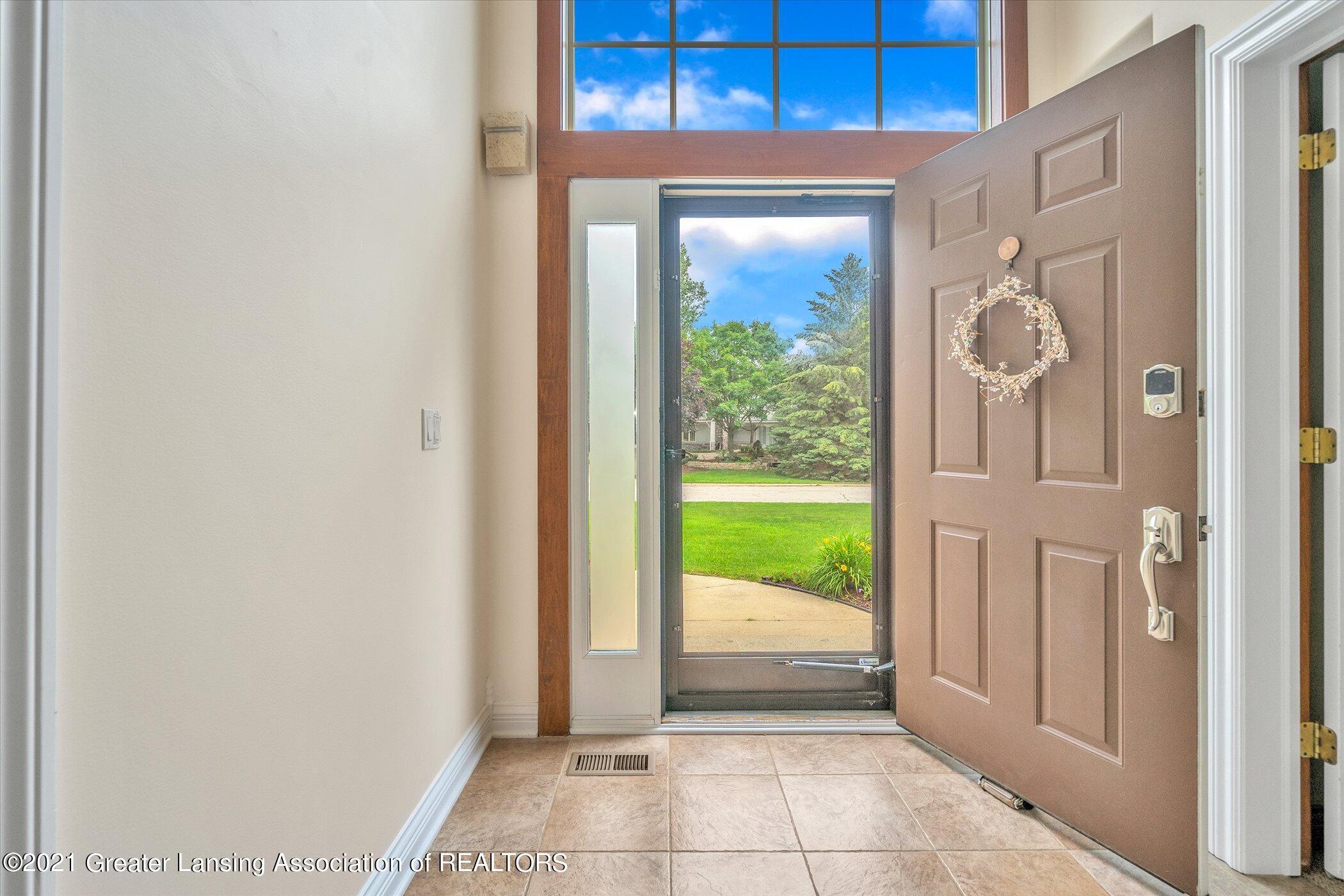 8100 Casandra Ln - MAIN FLOOR Foyer - 9