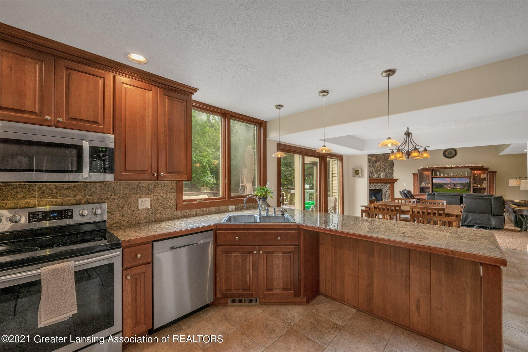8100 Casandra Ln - MAIN FLOOR Kitchen - 14