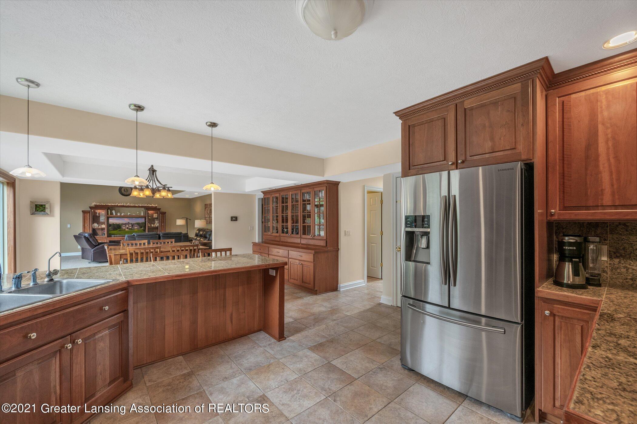 8100 Casandra Ln - MAIN FLOOR Kitchen - 15