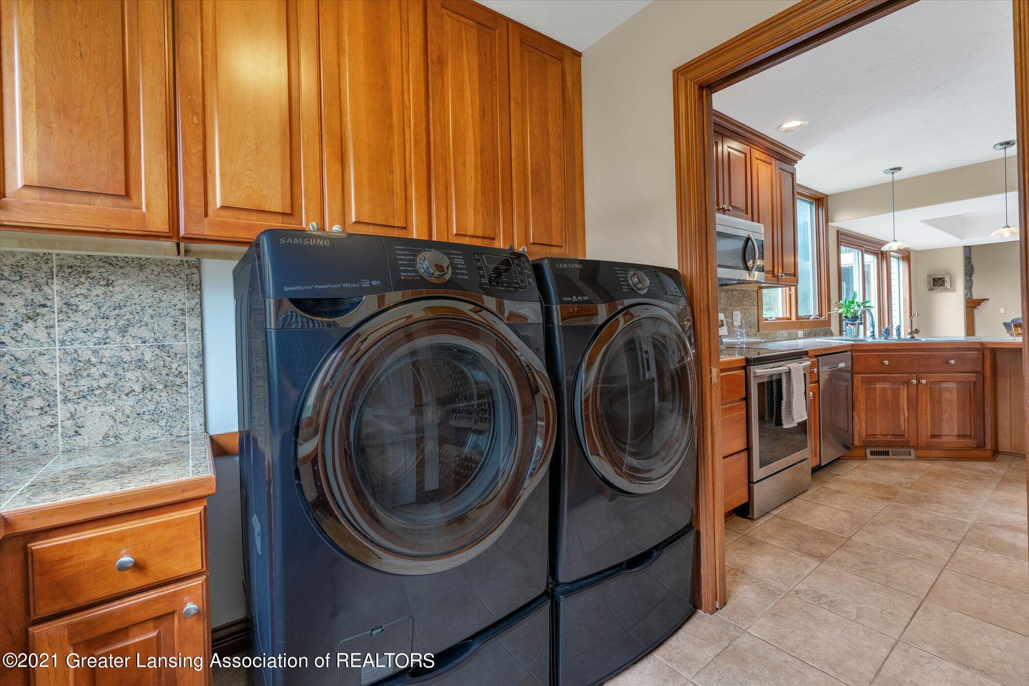 8100 Casandra Ln - MAIN FLOOR Laundry - 17