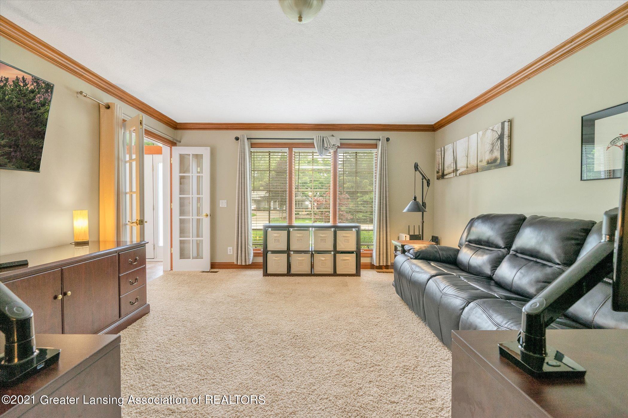 8100 Casandra Ln - MAIN FLOOR Formal Living Room or Of - 18
