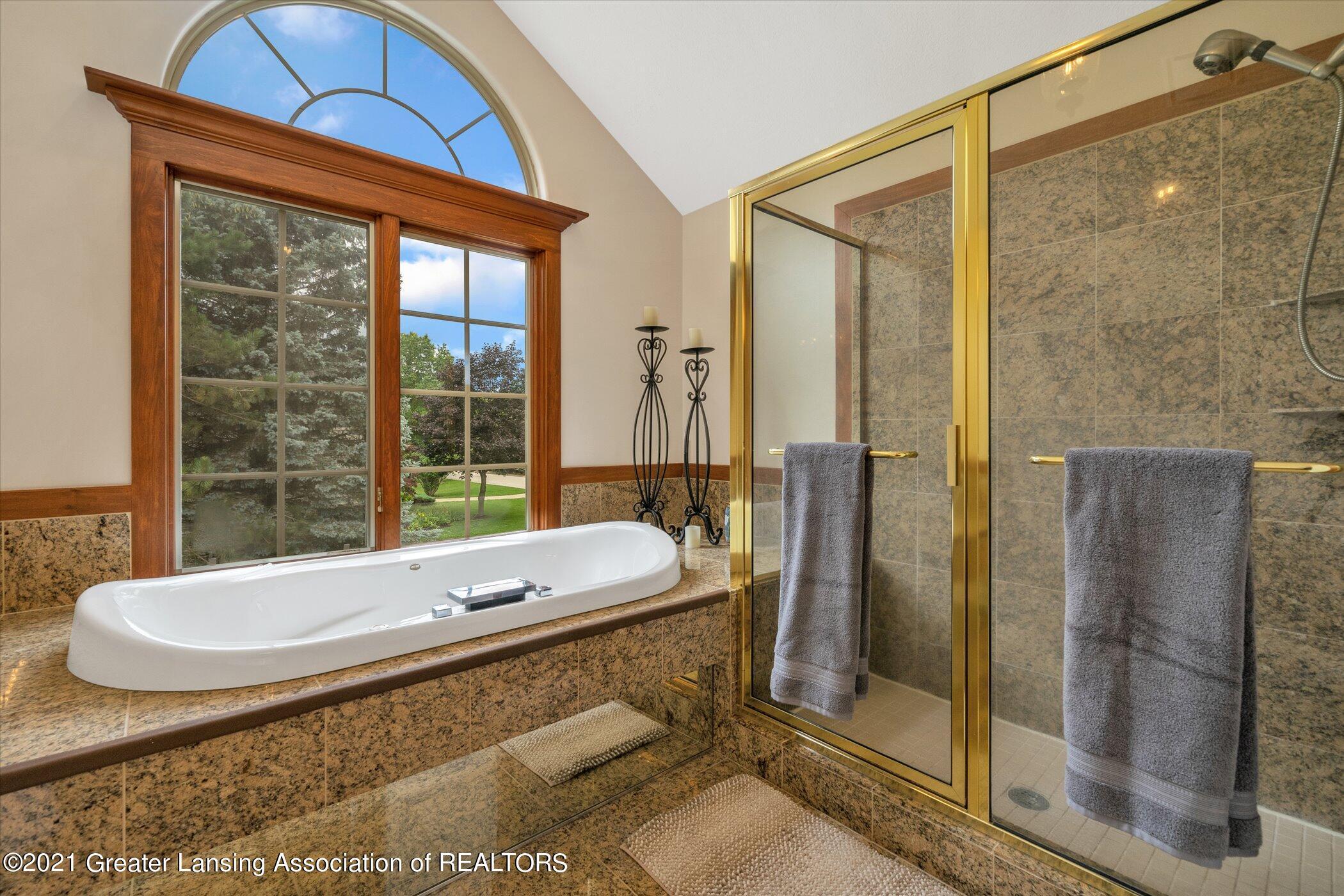 8100 Casandra Ln - UPPER LEVEL Primary Bathroom - 25