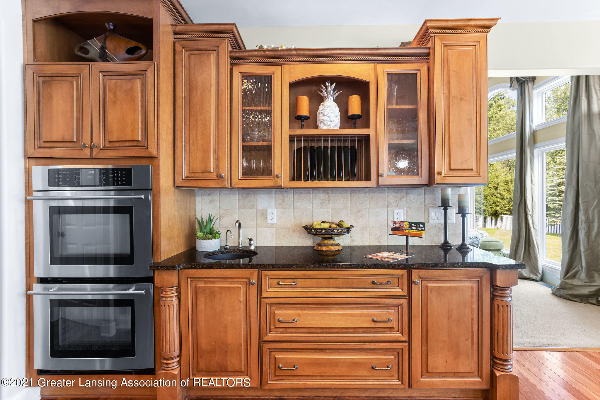 910 Abbey Rd - Double oven and butler pantry - 15