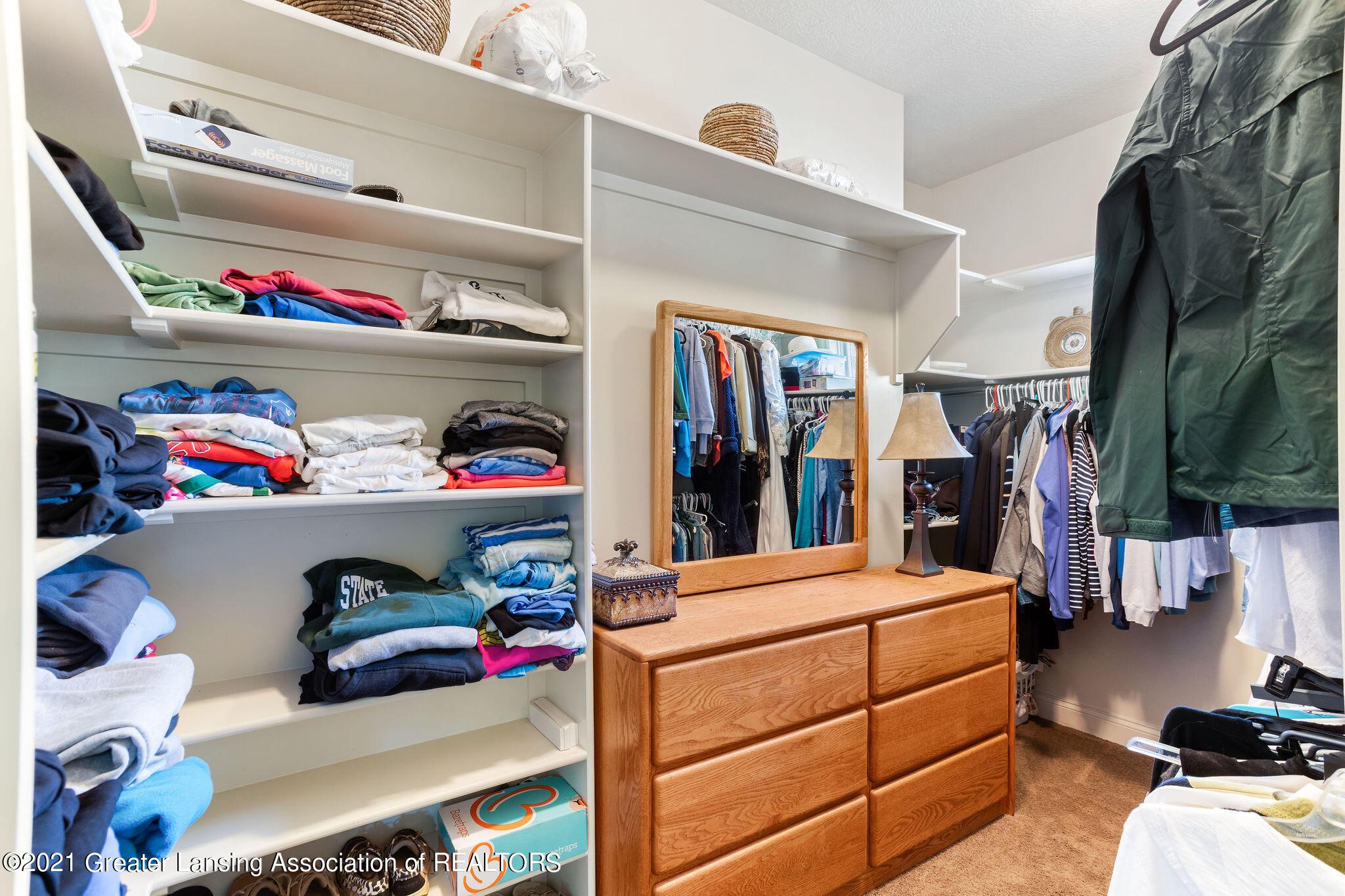 910 Abbey Rd - Closet 1 - 26
