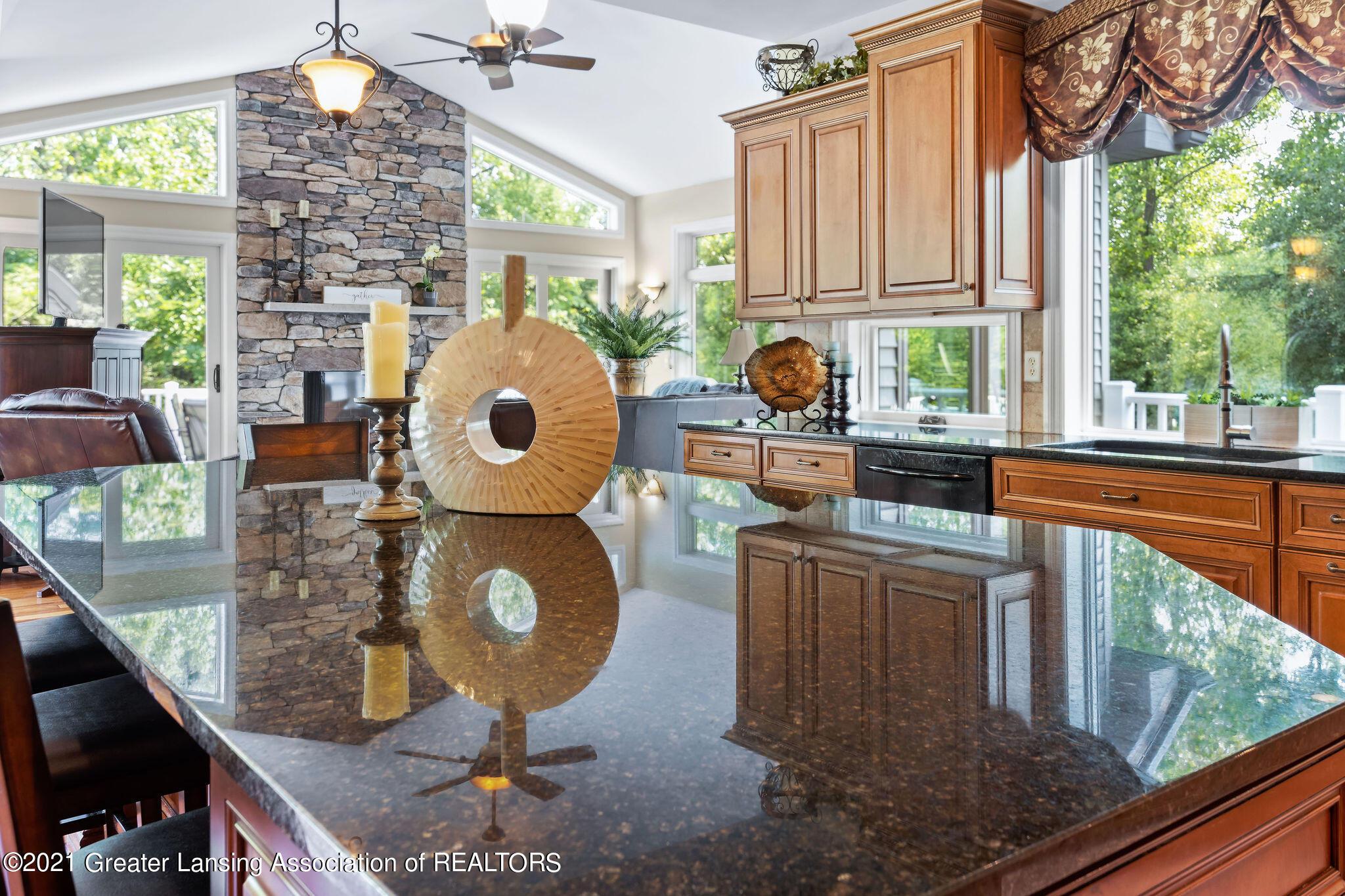 910 Abbey Rd - large kitchen island - 12