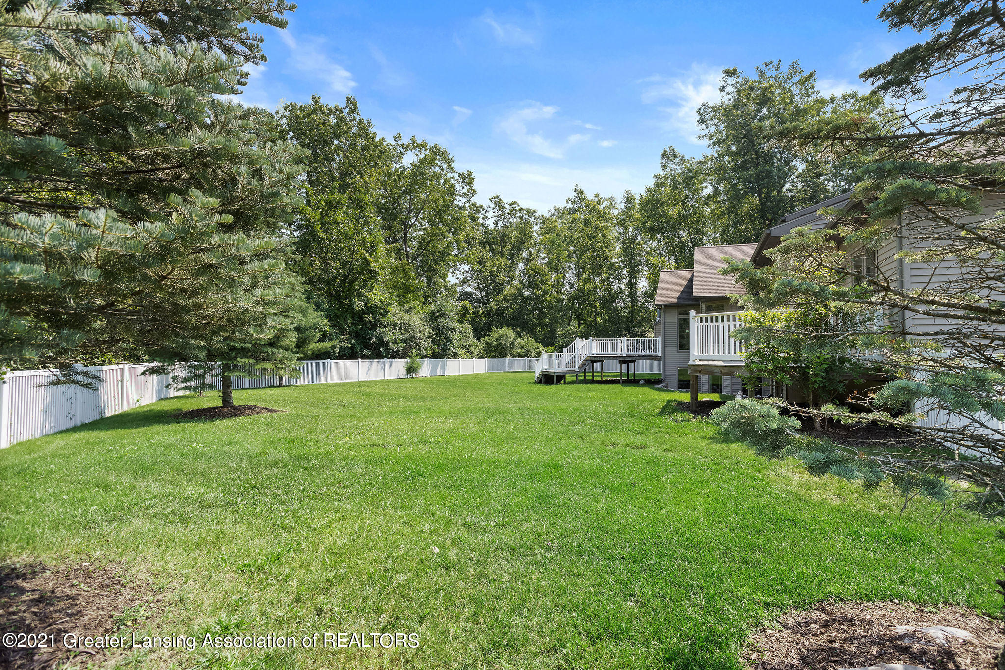 910 Abbey Rd - Mature private yard - 54