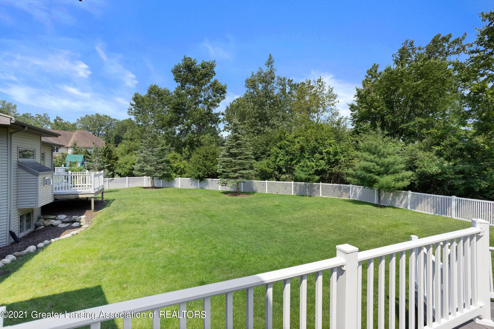 910 Abbey Rd - back yard fencing - 56