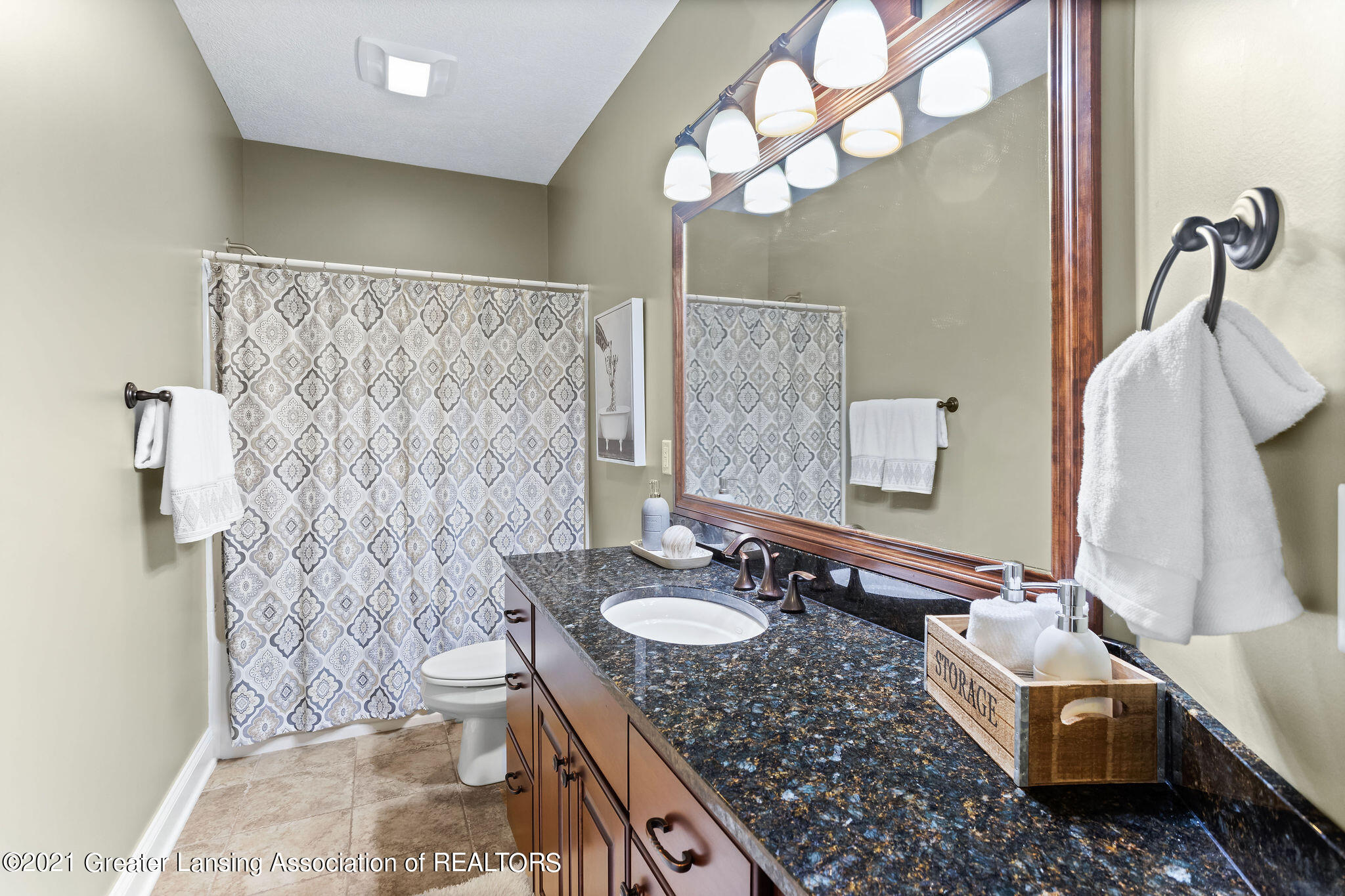 910 Abbey Rd - lower level full bath - 48