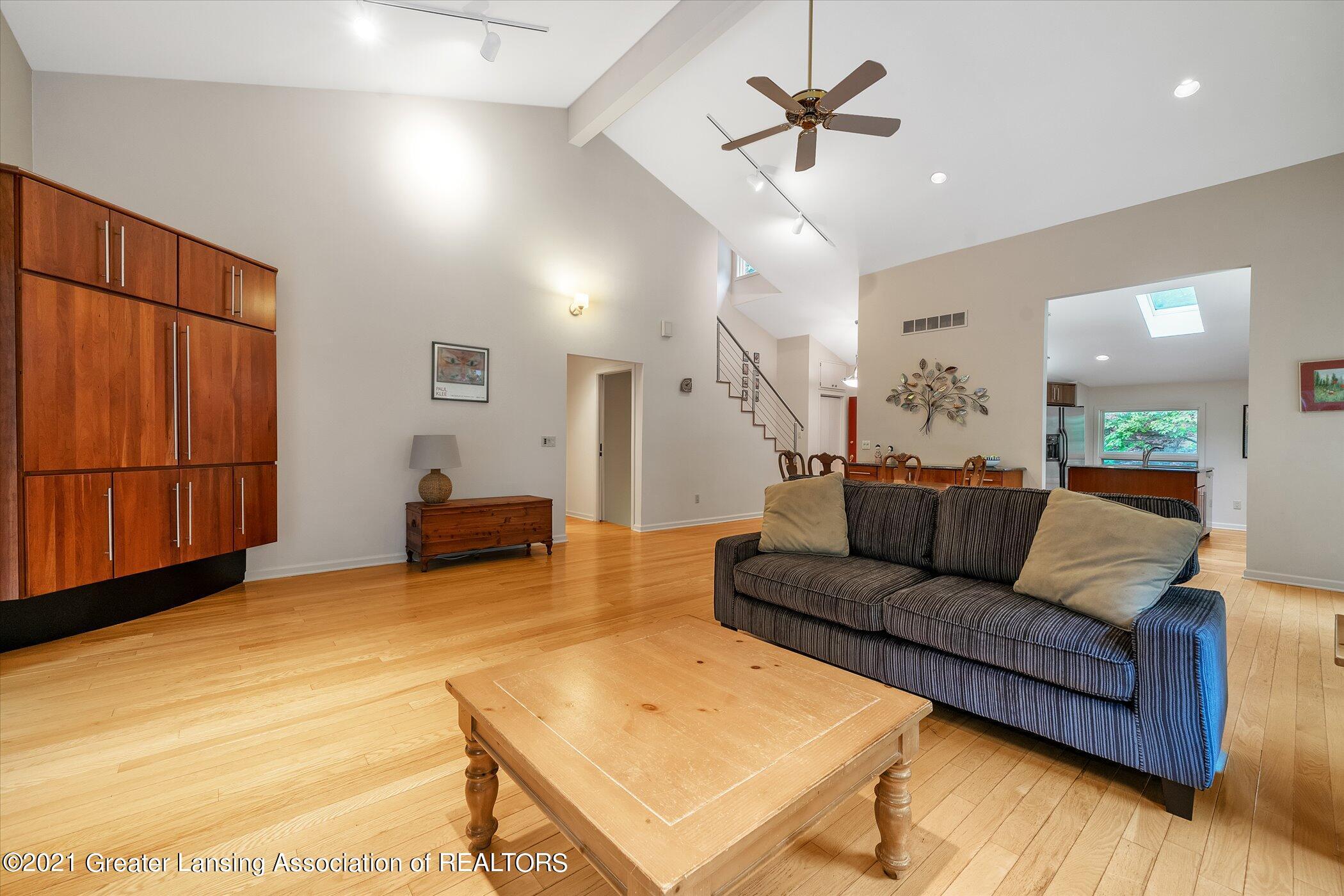442 Shoesmith Rd - (8) MAIN FLOOR Living Room - 9