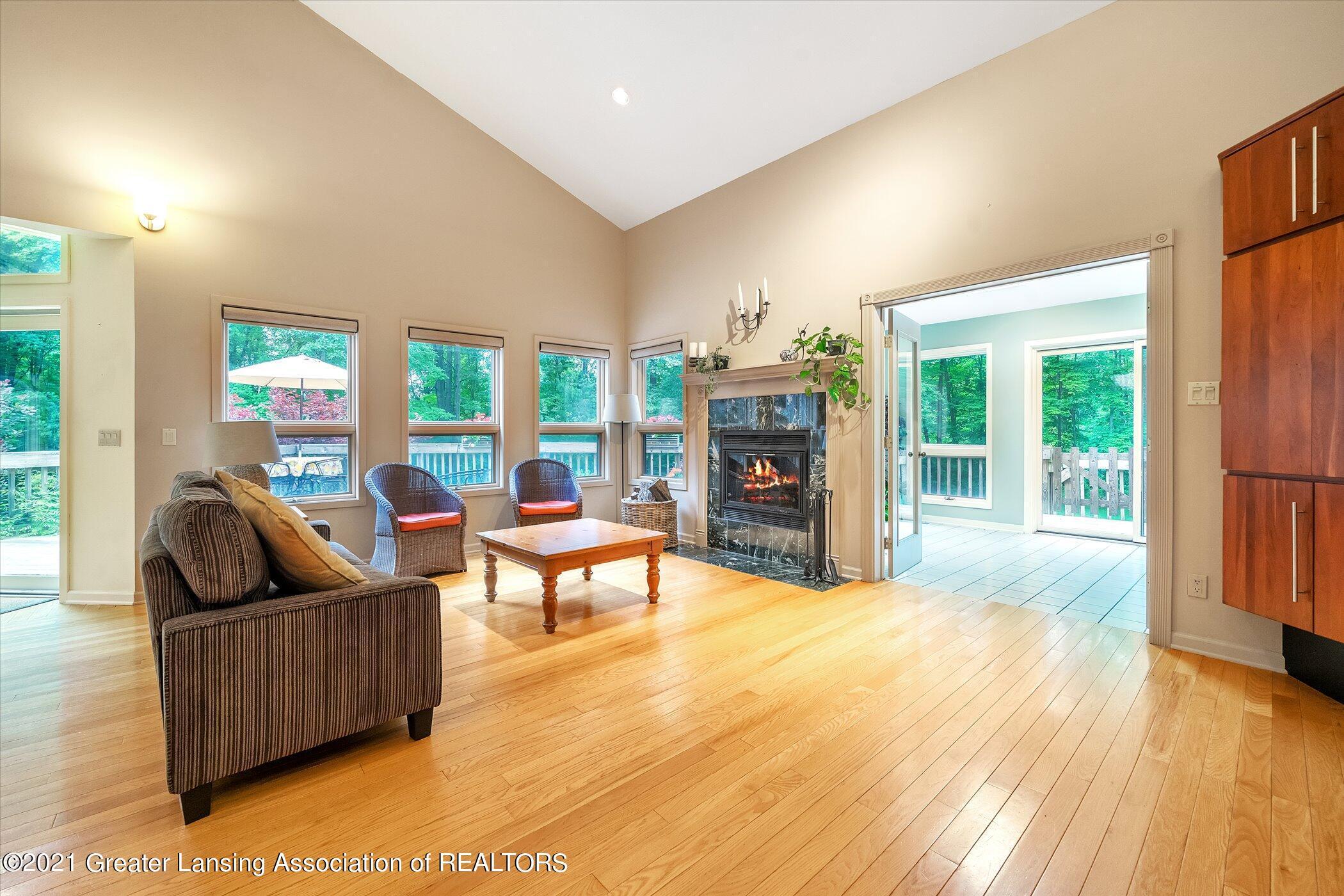 442 Shoesmith Rd - (9) MAIN FLOOR Living Room - 10