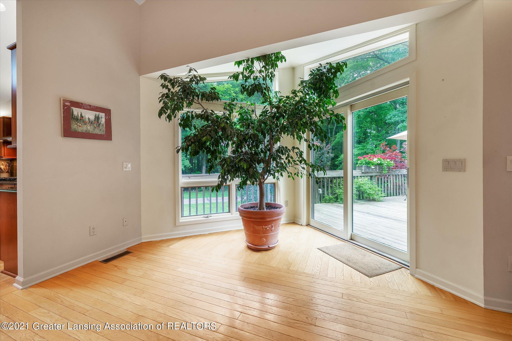 442 Shoesmith Rd - (11) MAIN FLOOR Living Room - 12