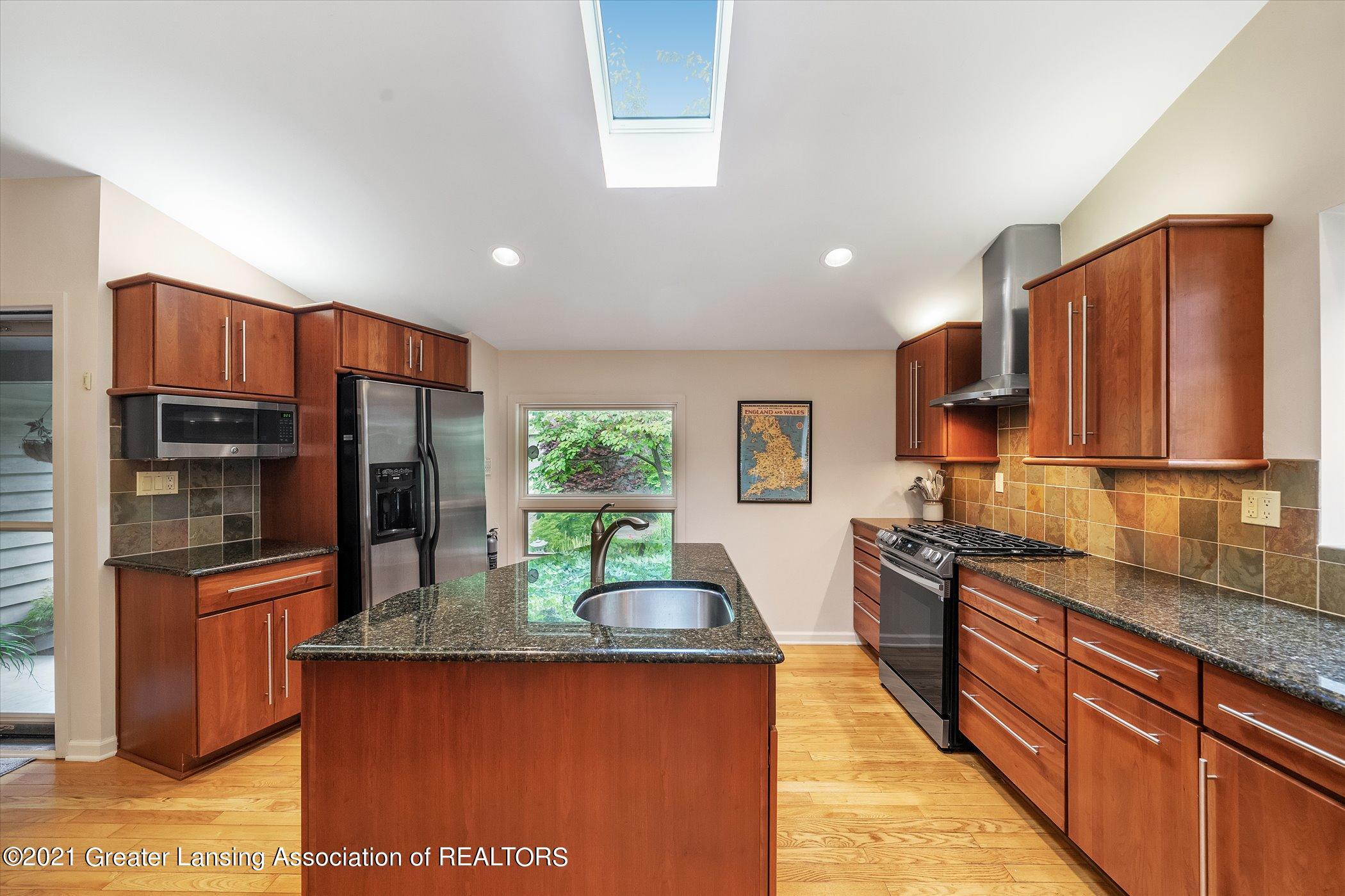442 Shoesmith Rd - (13) MAIN FLOOR Kitchen - 14