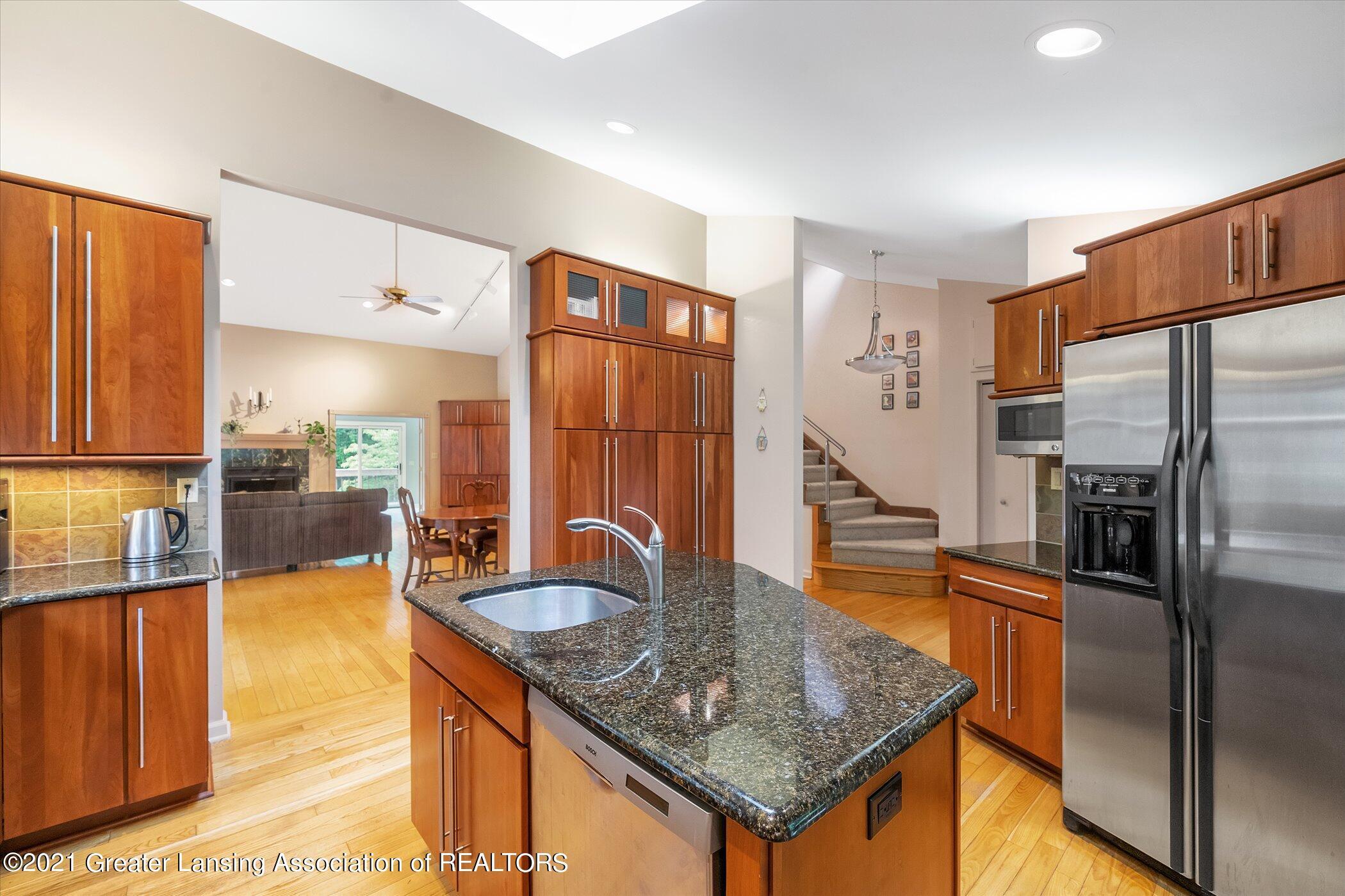 442 Shoesmith Rd - (14) MAIN FLOOR Kitchen - 15