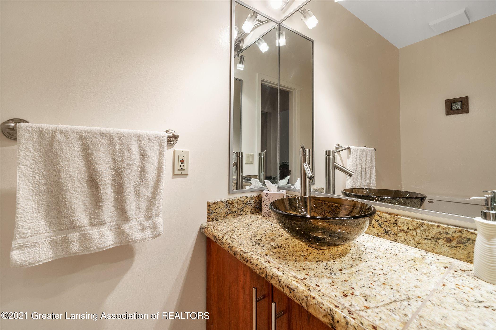 442 Shoesmith Rd - (34) MAIN FLOOR Half Bathroom - 35