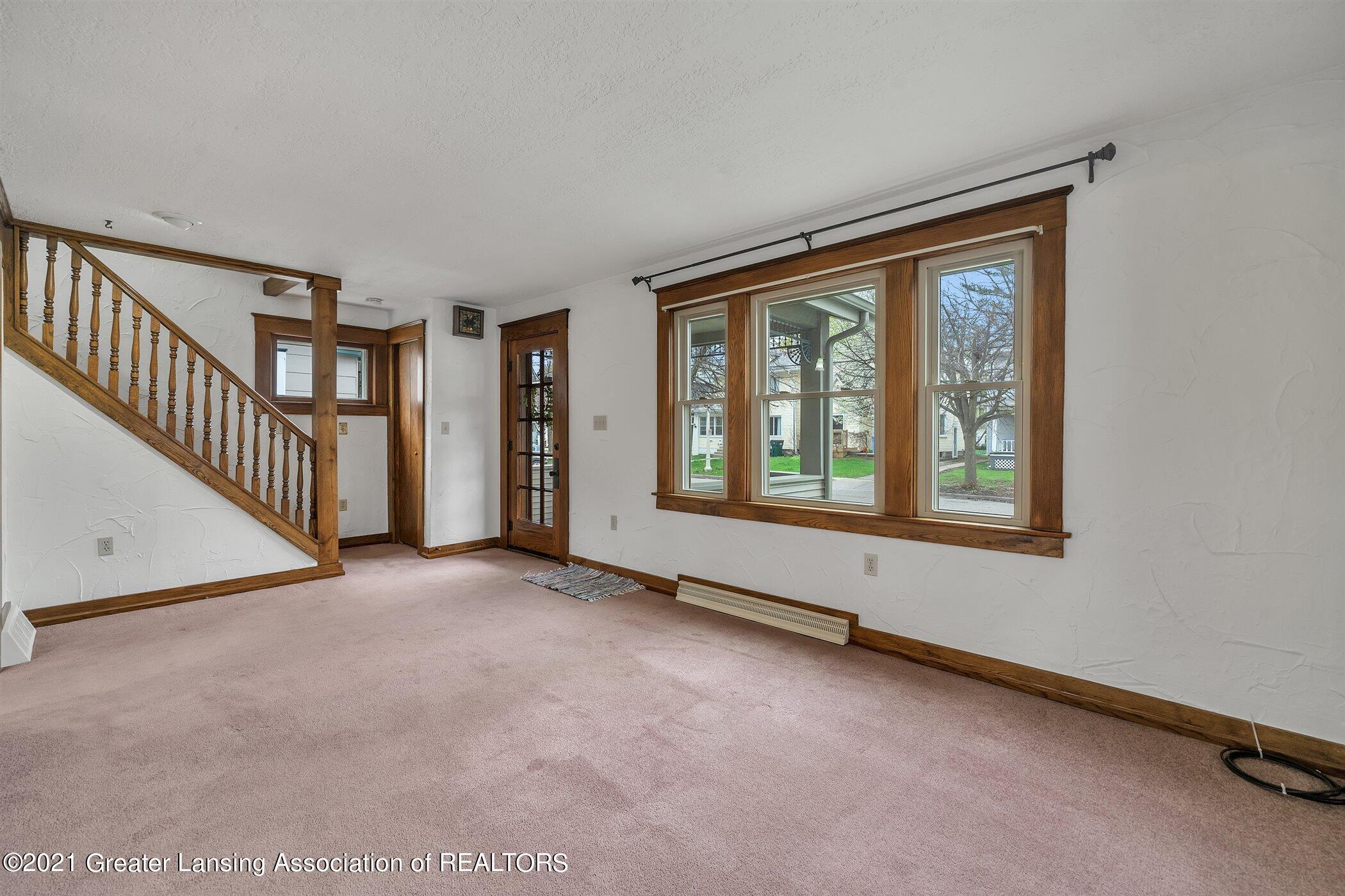 726 N Magnolia Ave - (3) MAIN FLOOR Living Room - 4