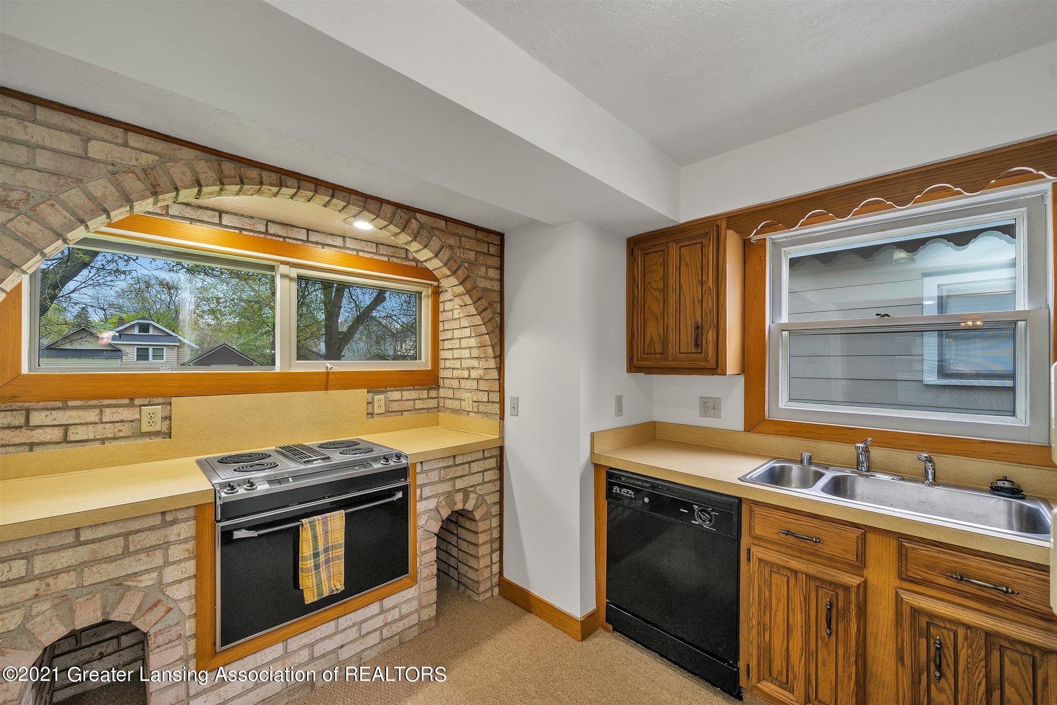 726 N Magnolia Ave - (6) MAIN FLOOR Kitchen - 8