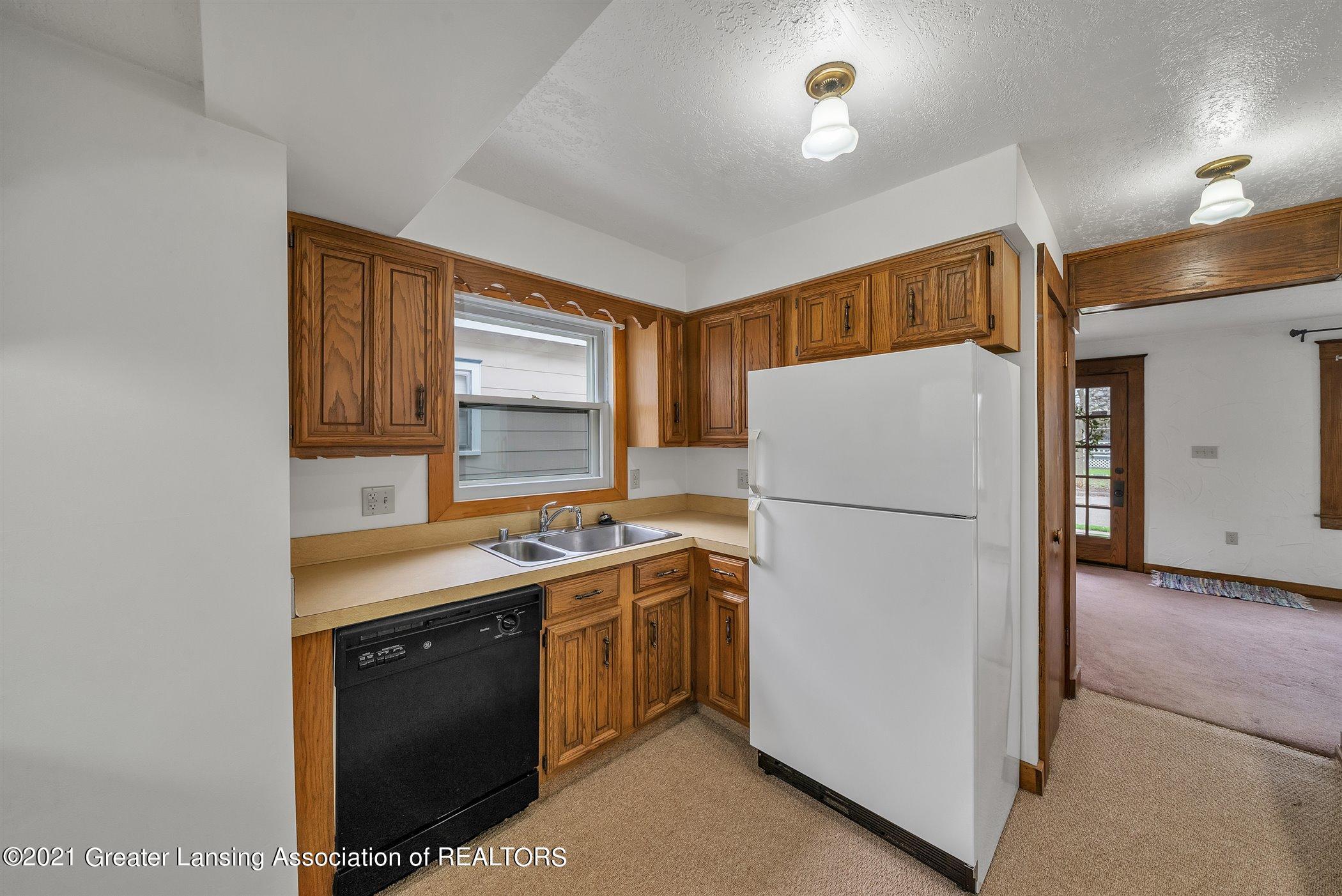 726 N Magnolia Ave - (7) MAIN FLOOR Kitchen - 9