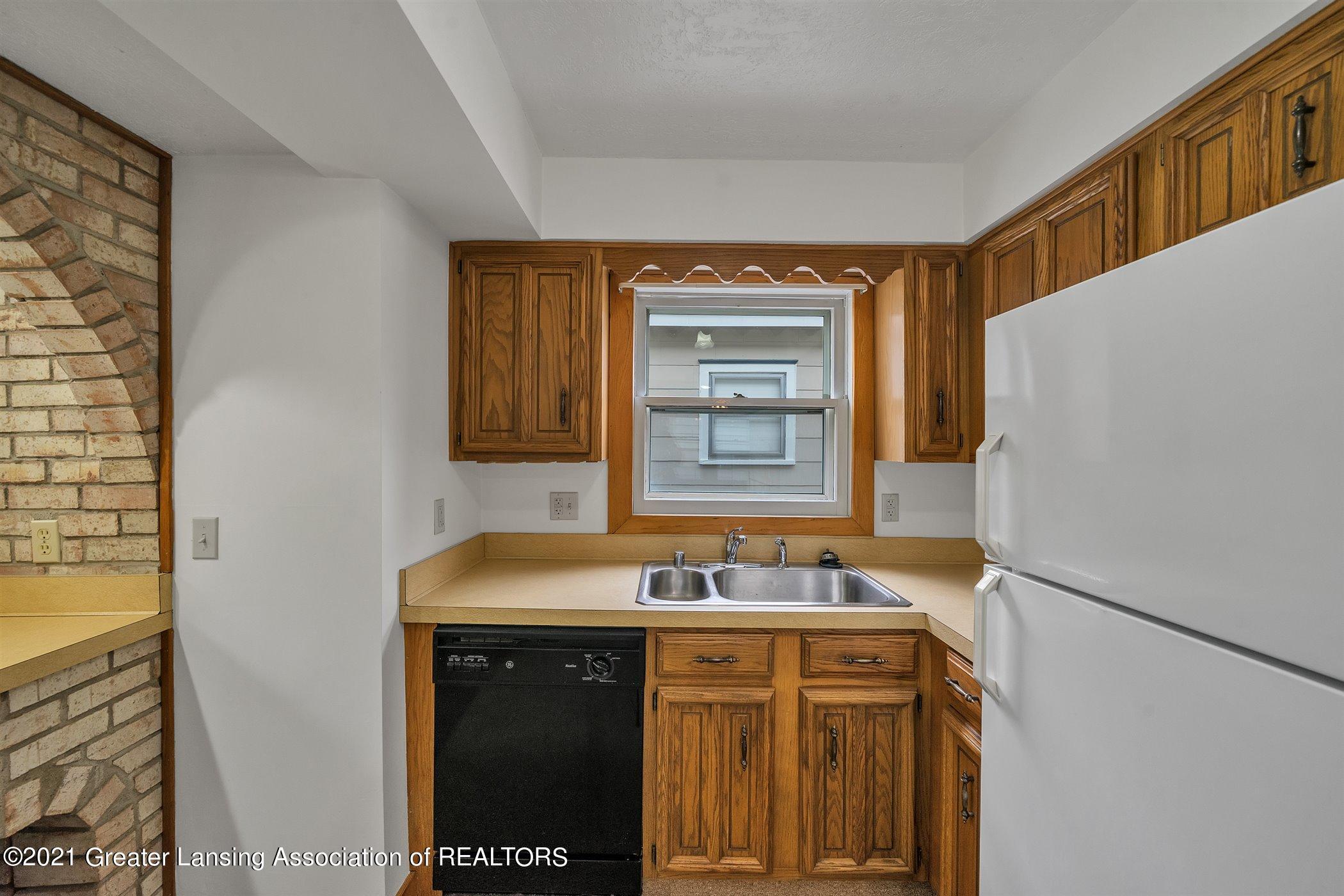 726 N Magnolia Ave - (8) MAIN FLOOR Kitchen - 10