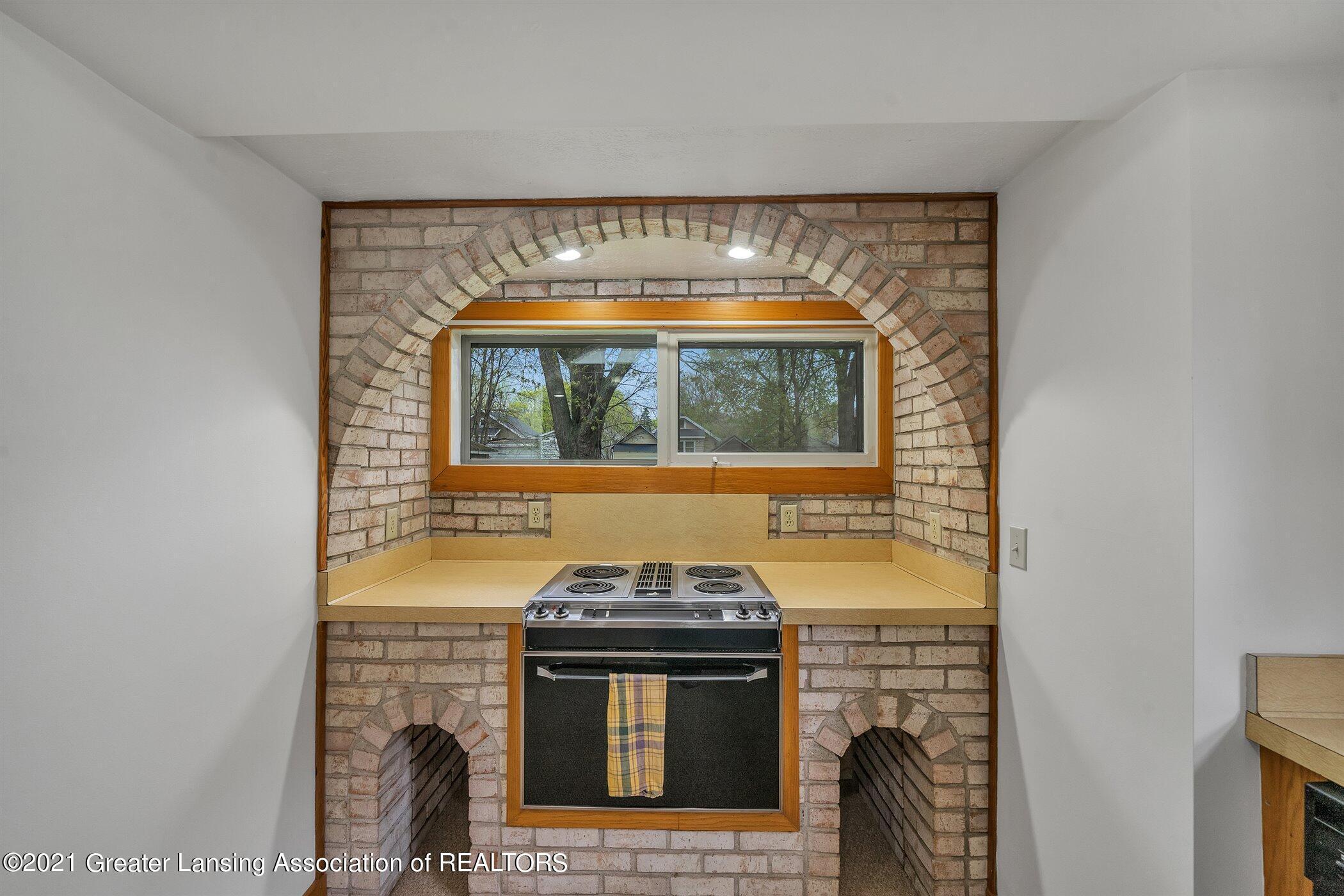 726 N Magnolia Ave - (9) MAIN FLOOR Kitchen - 11