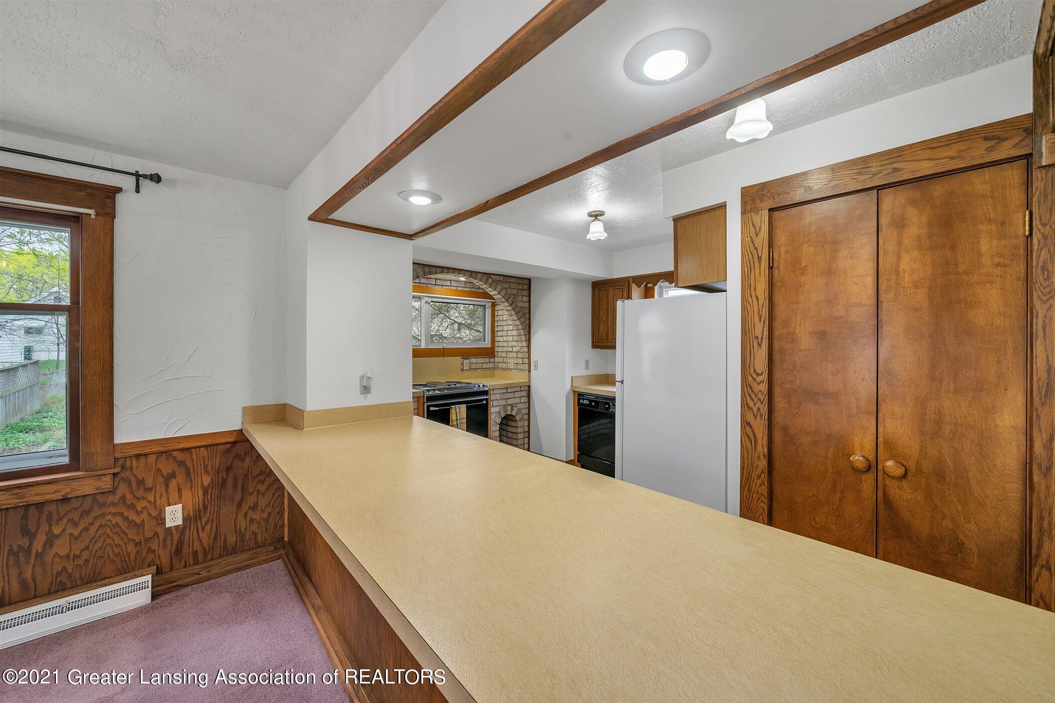 726 N Magnolia Ave - (10) MAIN FLOOR Kitchen - 12