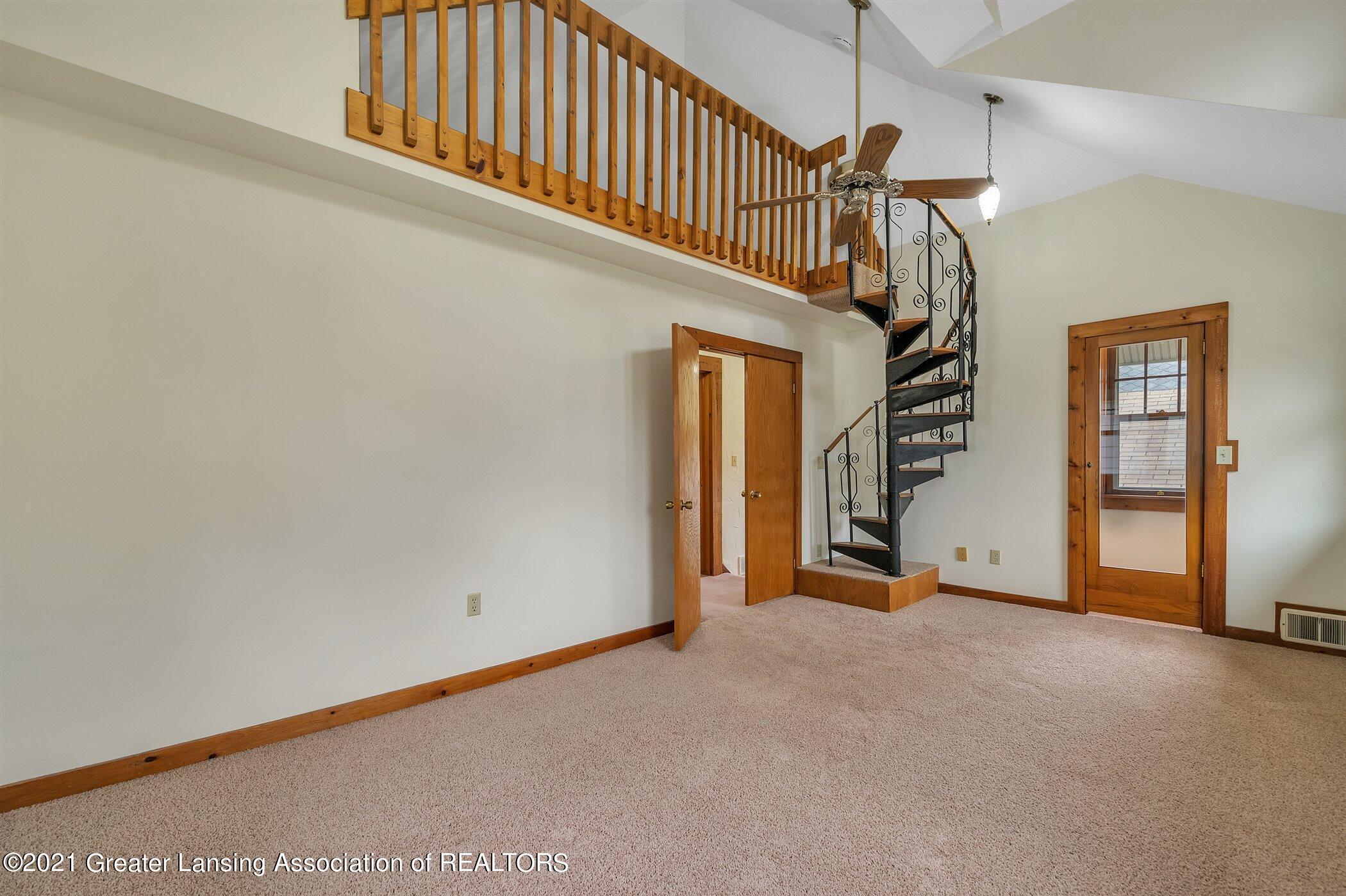 726 N Magnolia Ave - (12) UPPER LEVEL Primary Bedroom - 15