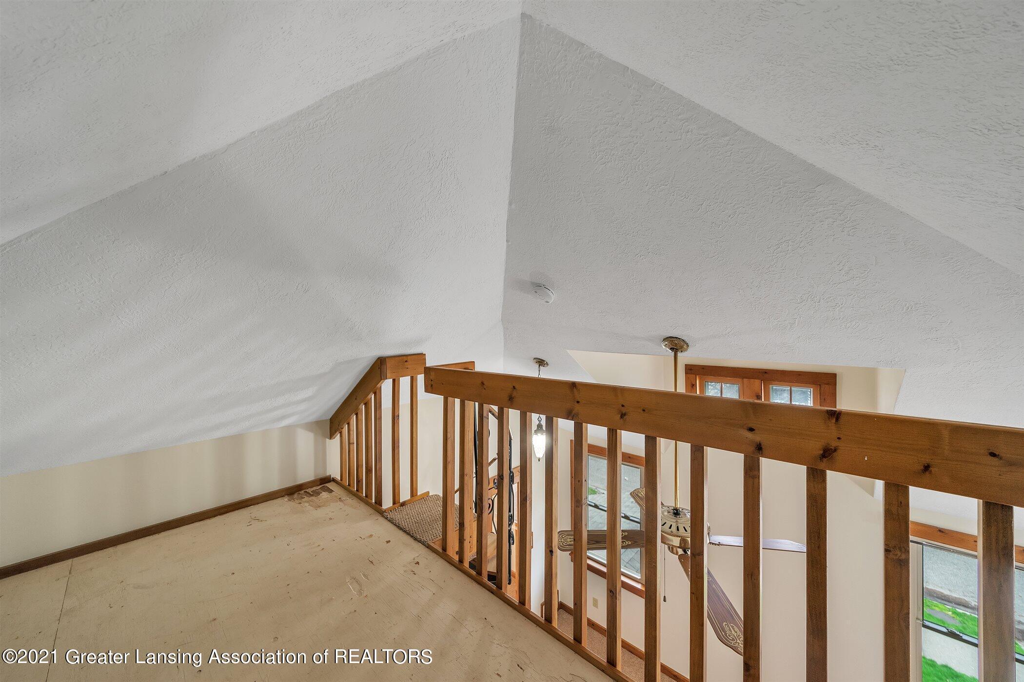 726 N Magnolia Ave - (13) UPPER LEVEL Primary Bedroom Loft - 16
