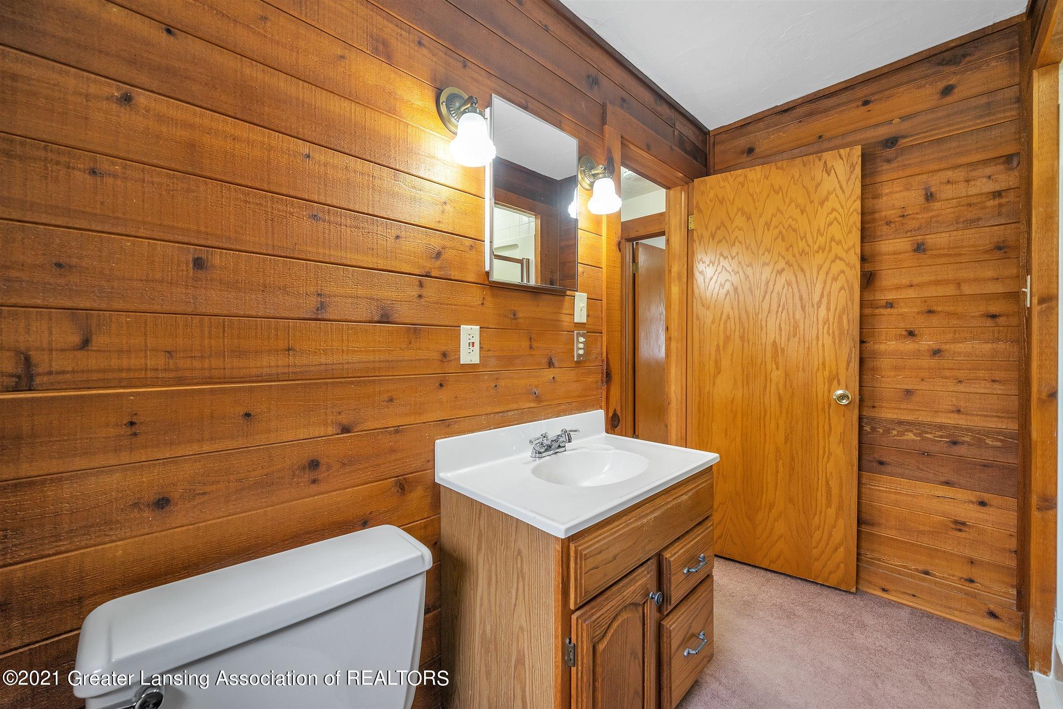 726 N Magnolia Ave - (17) UPPER LEVEL Bathroom - 21