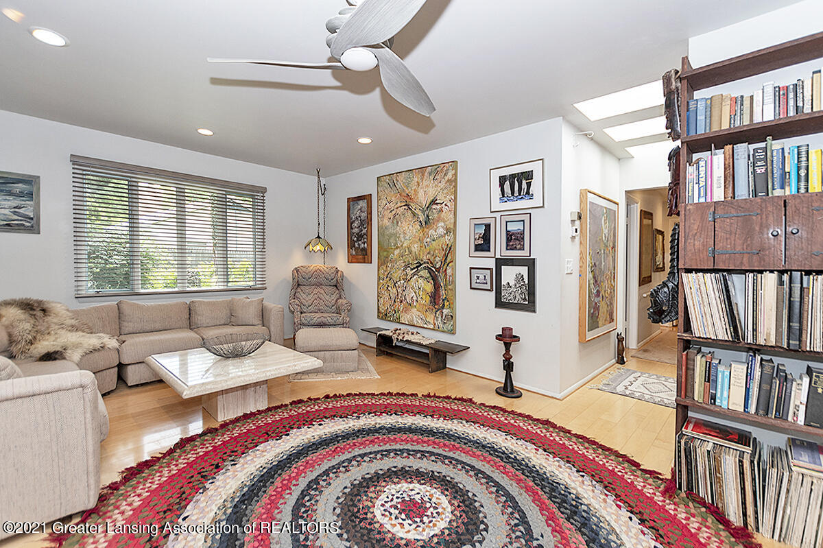 308 S Circle Dr - Great Room - 6