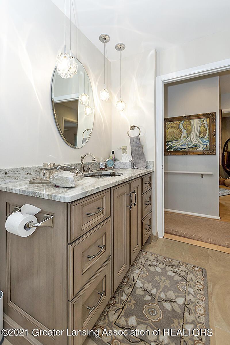 308 S Circle Dr - Full Bathroom - 33