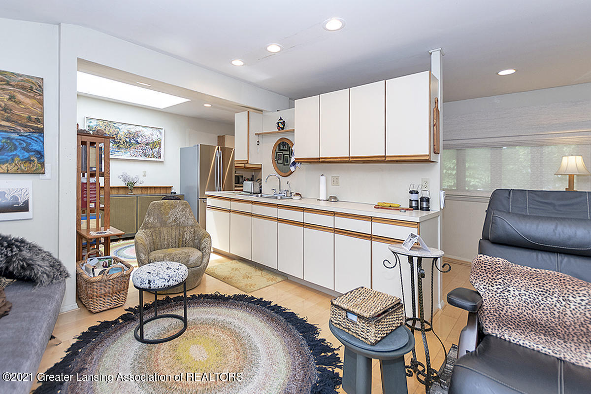 308 S Circle Dr - Kitchen/Family Room - 16