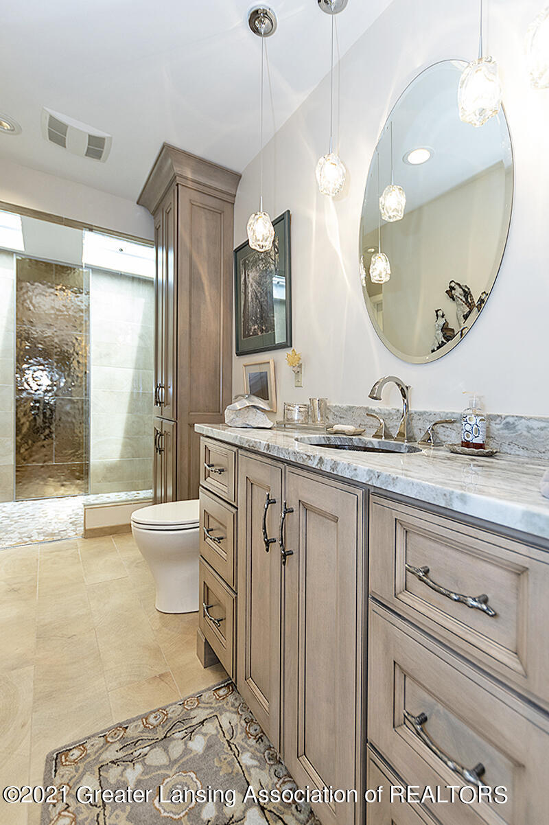 308 S Circle Dr - Full Bathroom - 30