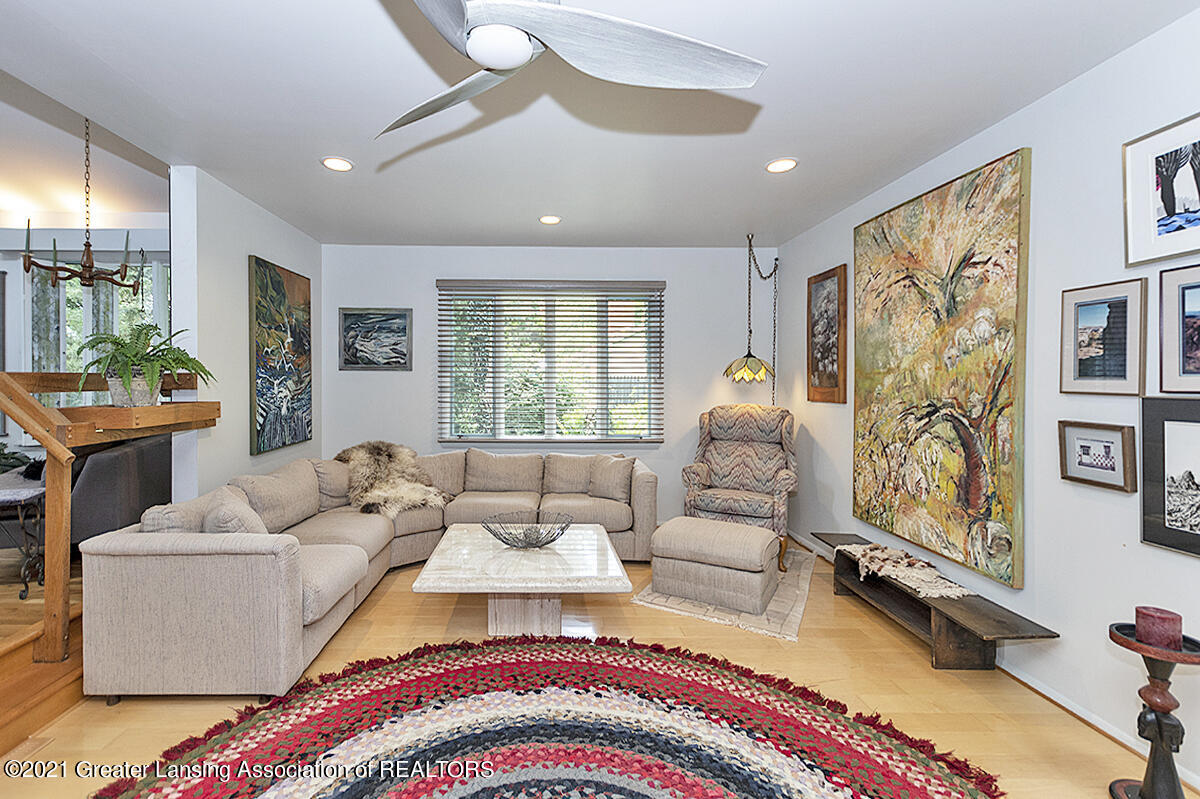 308 S Circle Dr - Great Room - 7
