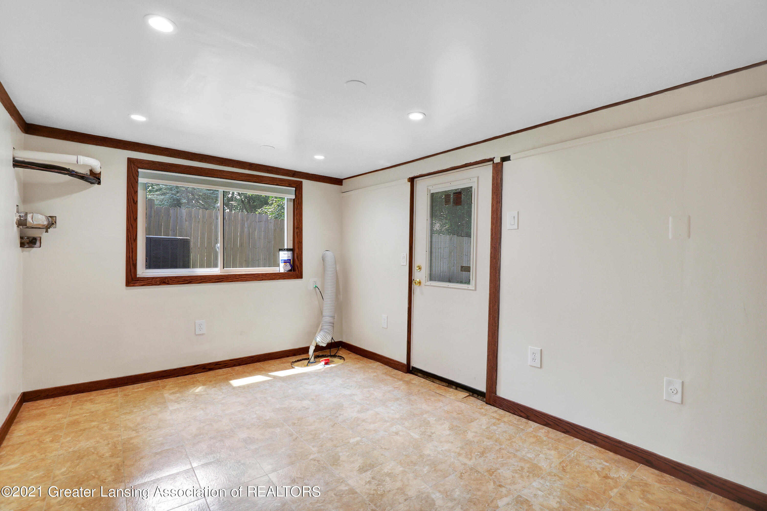 5983 Cypress St - Lower Level Laundry - 27