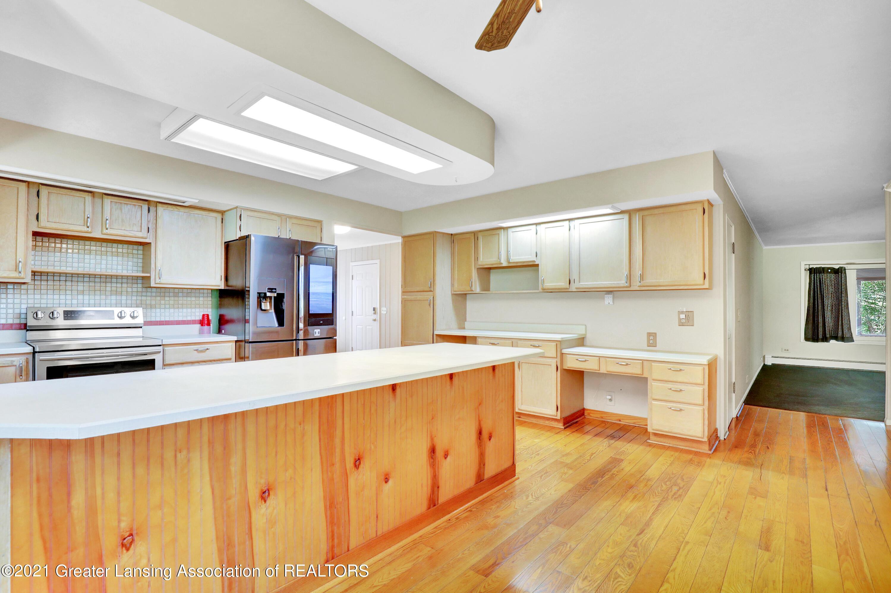 740 Linn Rd - Kitchen - 35