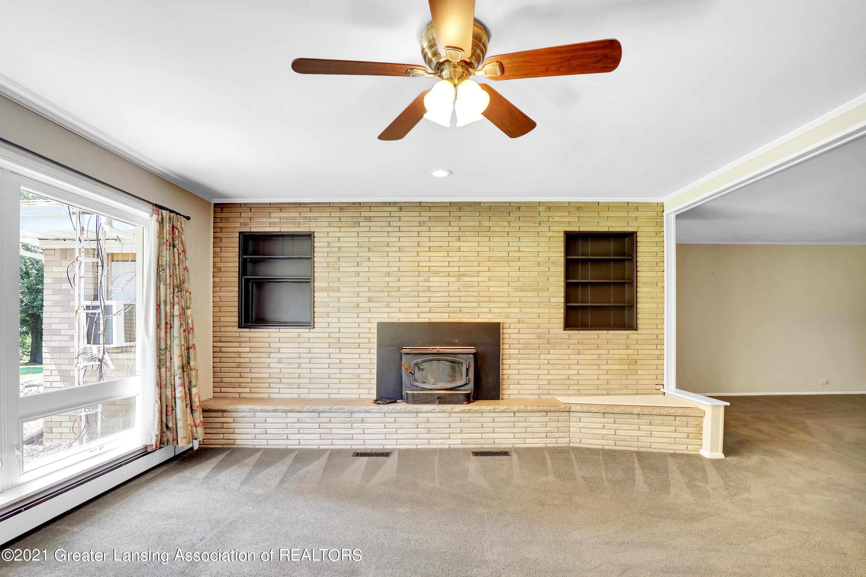 740 Linn Rd - Fireplace in Living Room - 40