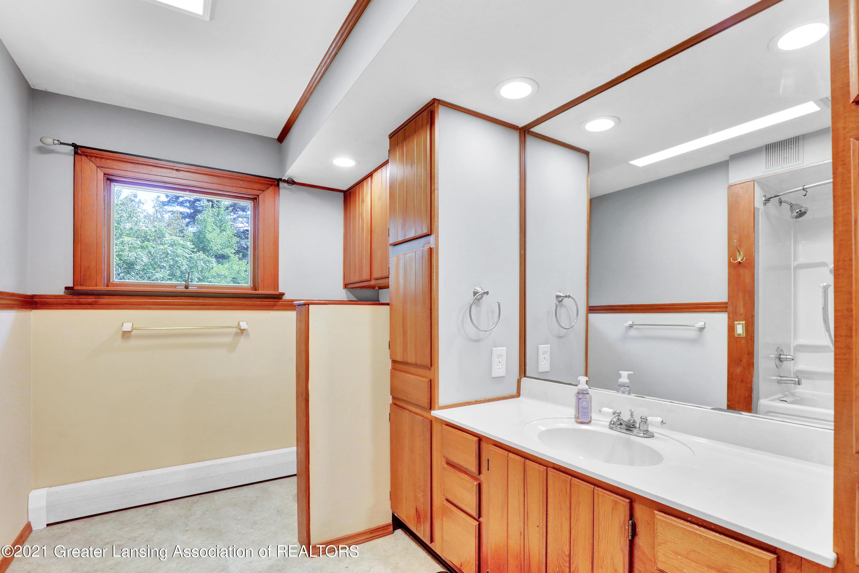 740 Linn Rd - Full Bath - 46