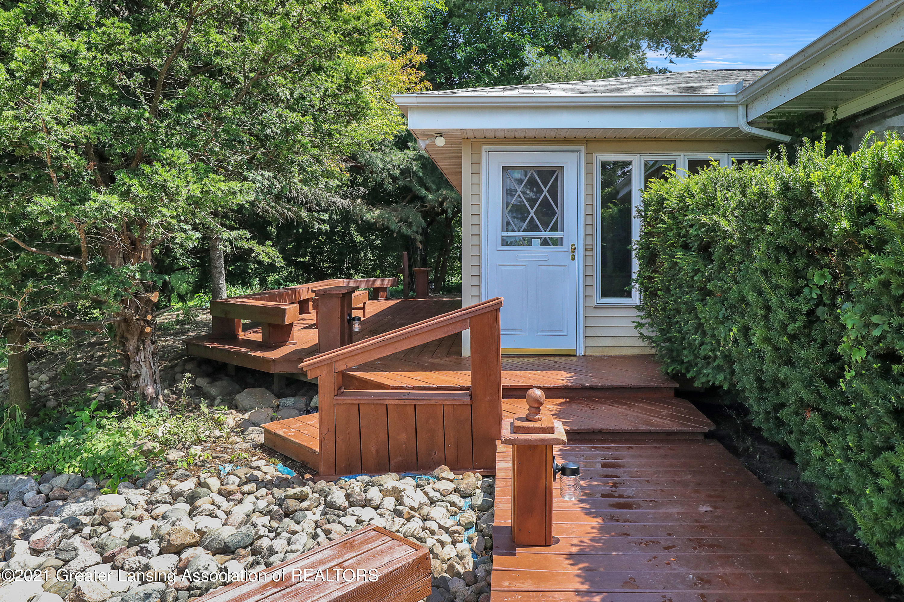 740 Linn Rd - Entry into Front Screened Porch - 4