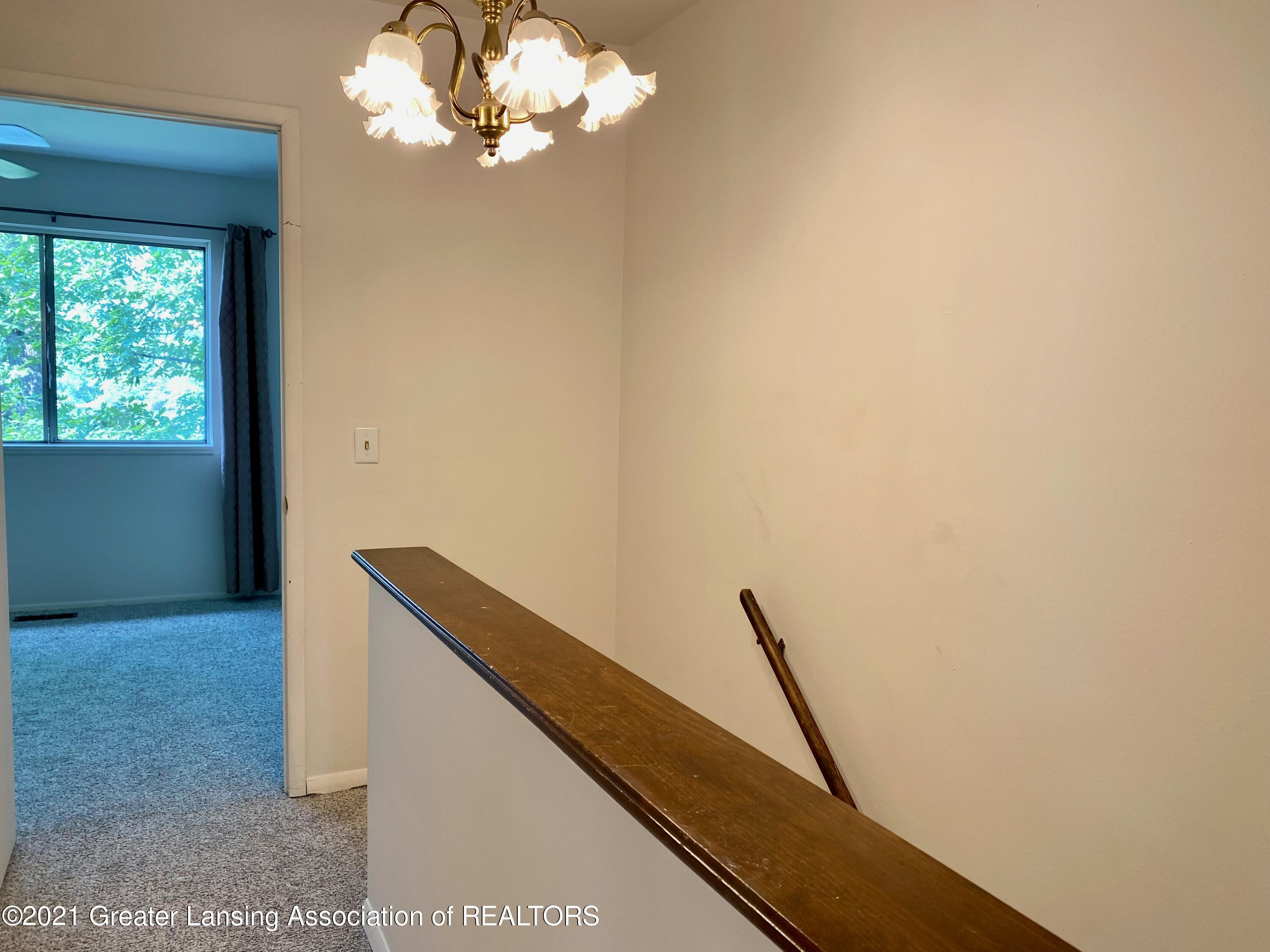 1940 Lac Du Mont Dr - Upstairs Hall - 13