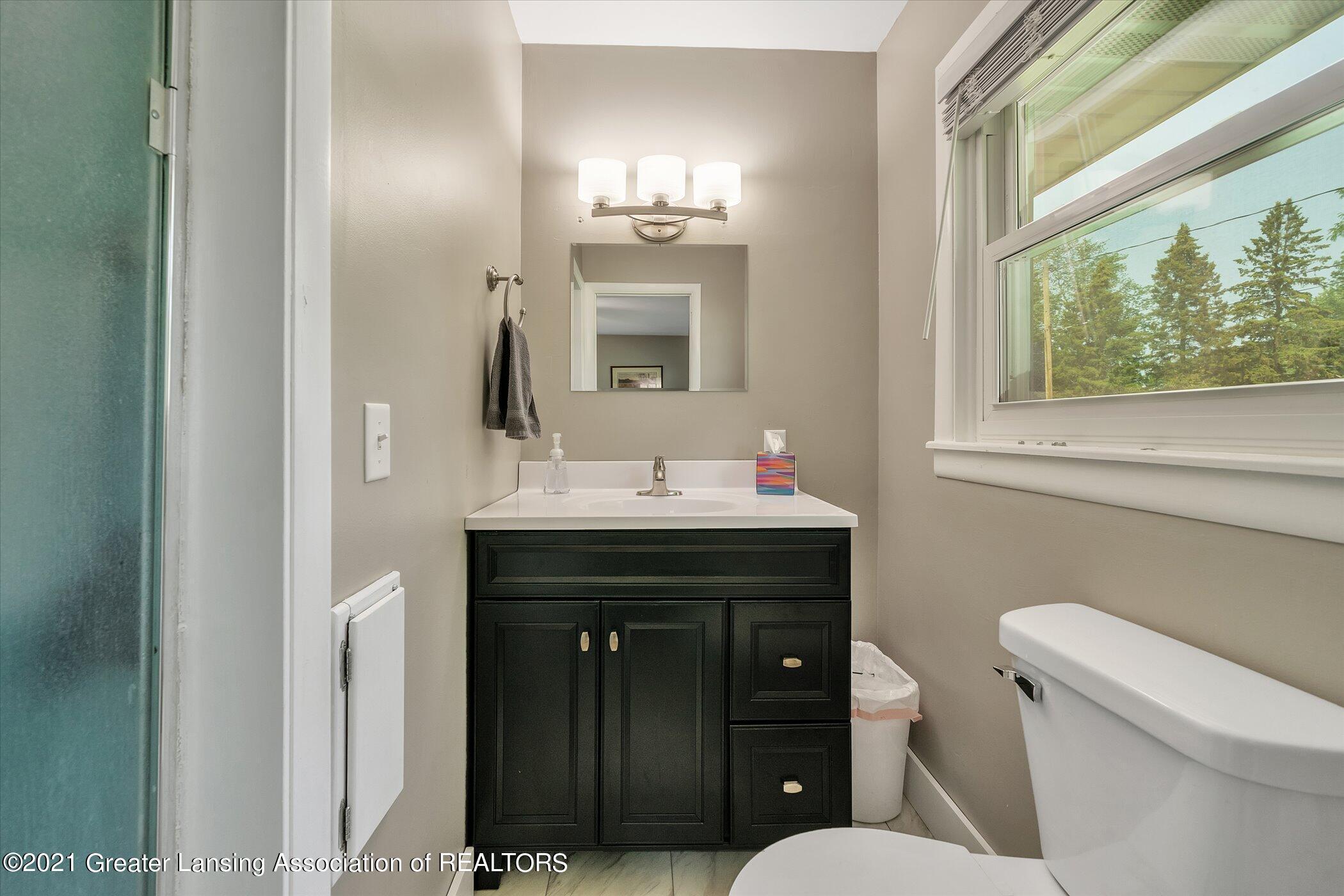 1101 Ro Dic Don Dr - (17) MAIN FLOOR Primary Bathroom - 17