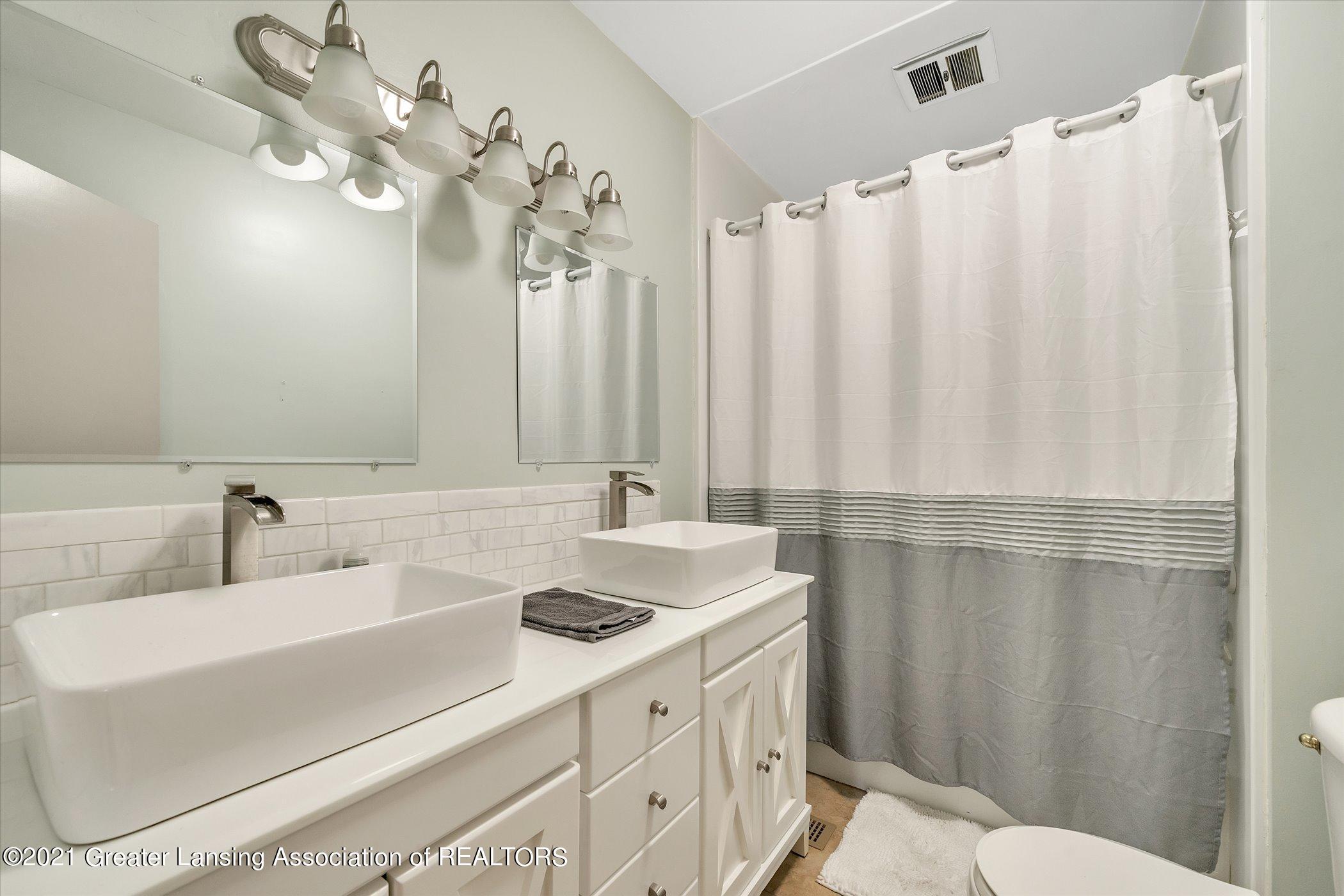 1101 Ro Dic Don Dr - (20) MAIN FLOOR  Full Bathroom - 20