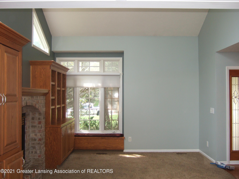 47 E Newman Rd - Living Room - 2