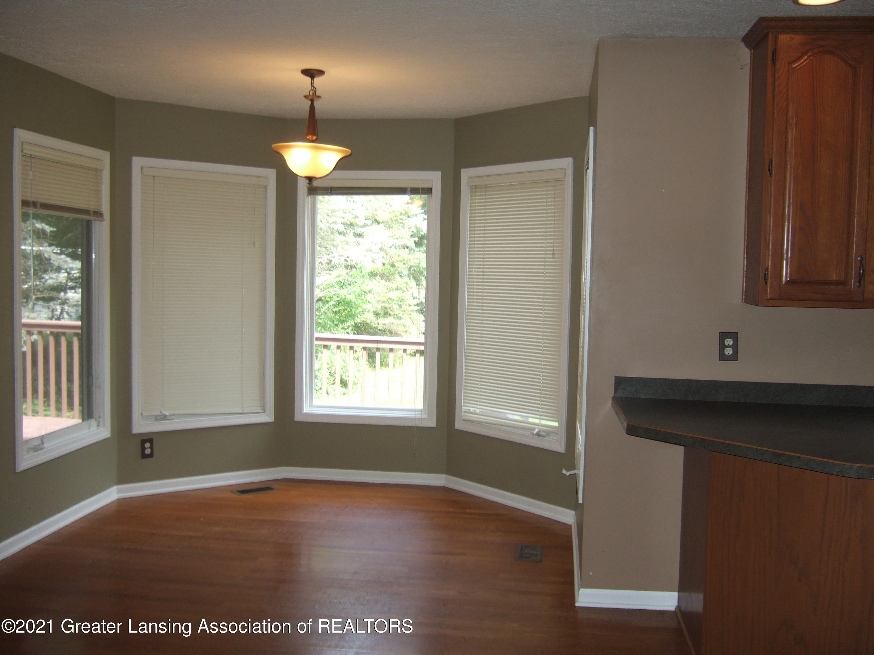 47 E Newman Rd - Dining Nook in Kitchen - 11
