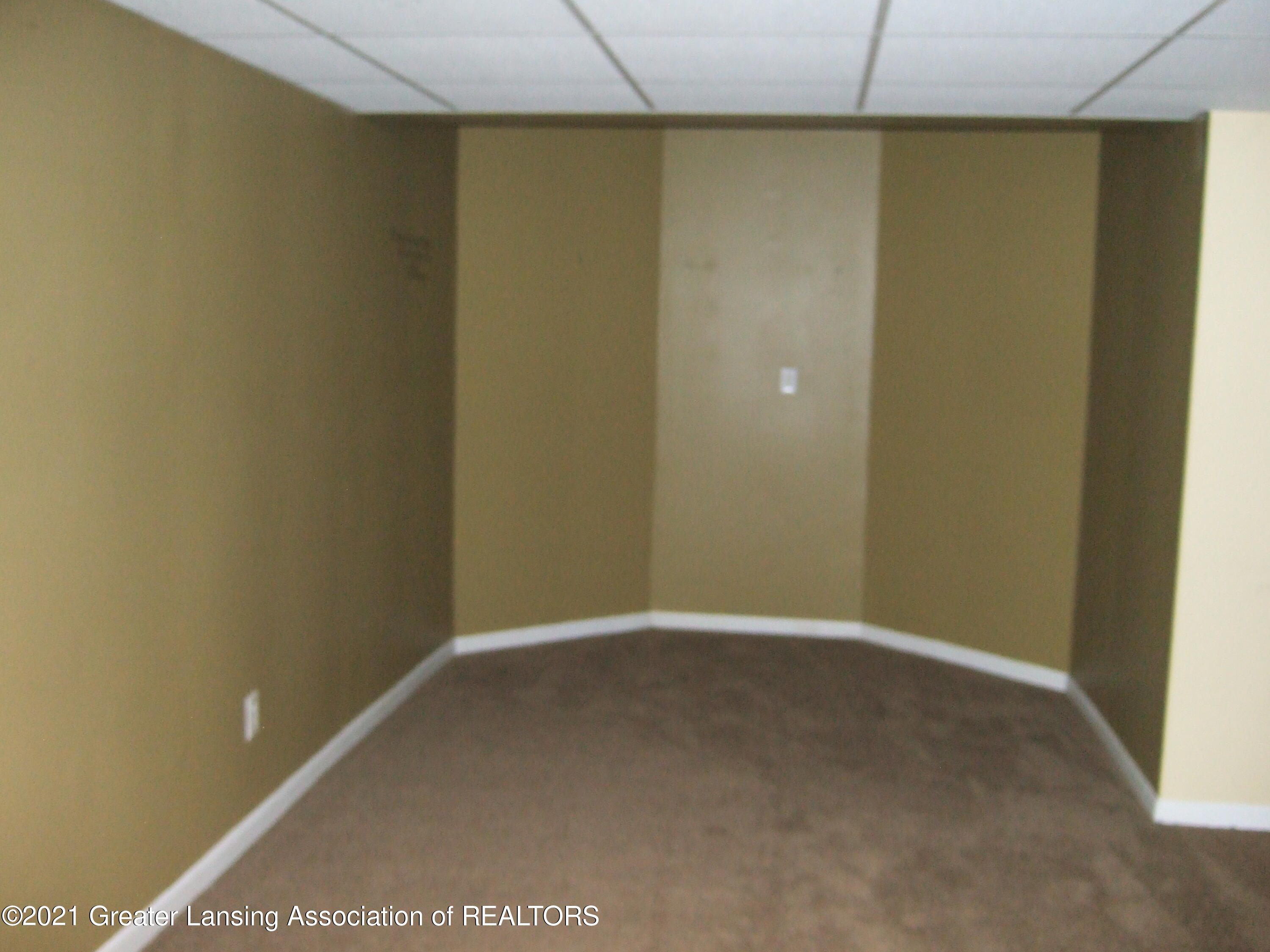 47 E Newman Rd - Finished Room in Lower Level - 28