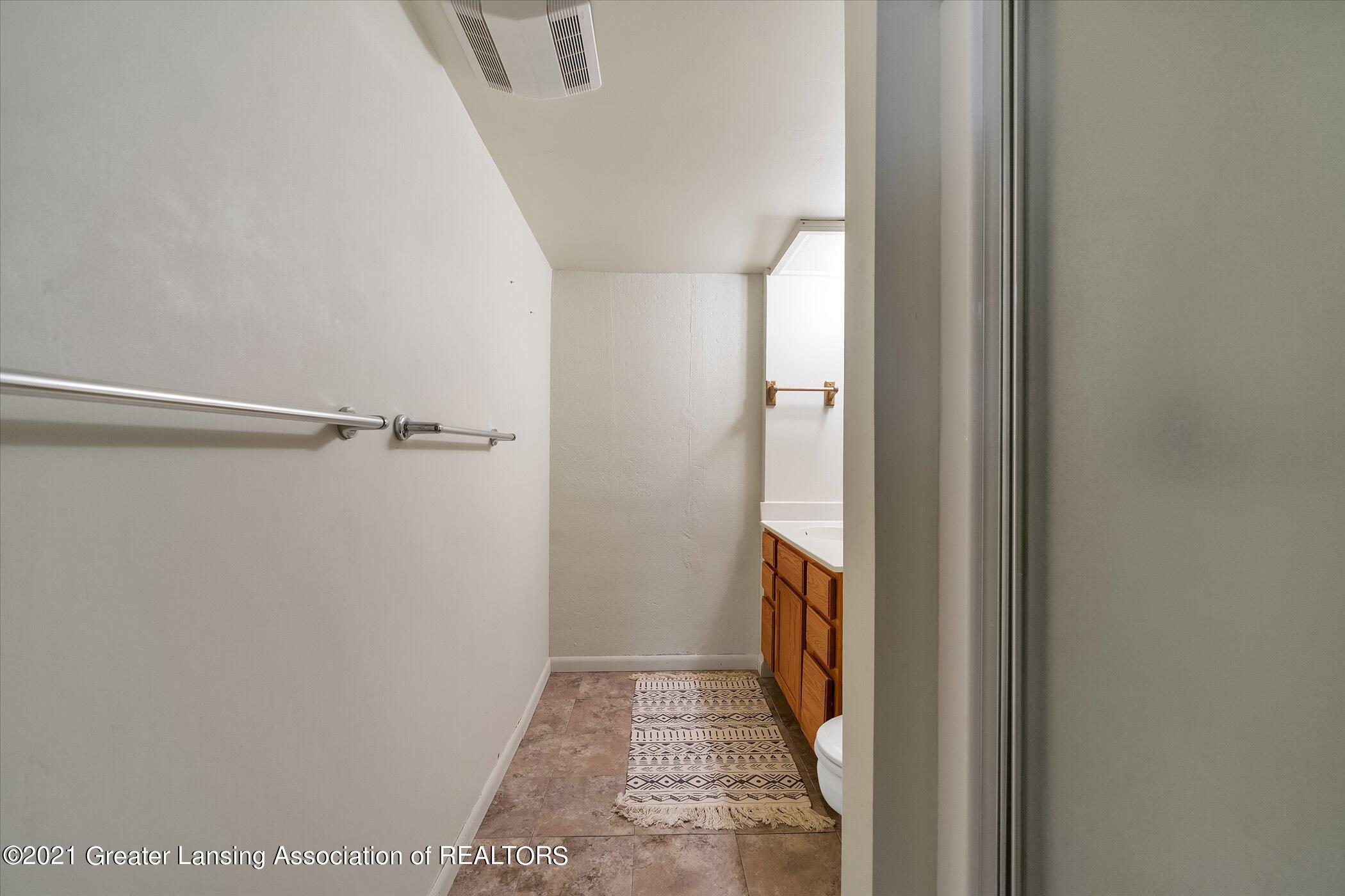 2529 Duryea Ct 40 - (28) LOWER LEVEL Full Bathroom - 11